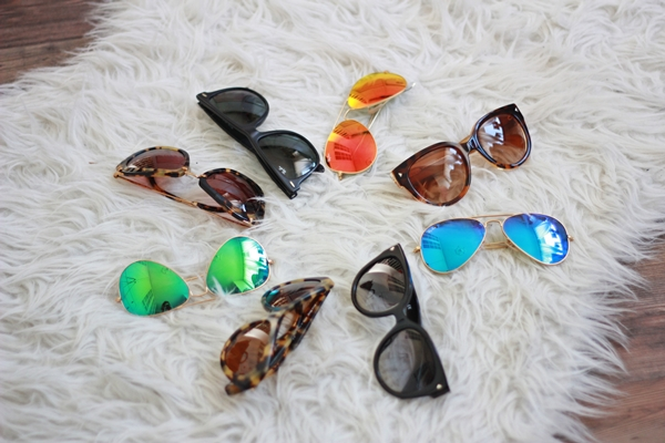 0b6a8acc2dc9 statement necklaces  get them ( here   here) sunglasses  Ray Ban Mirror ...
