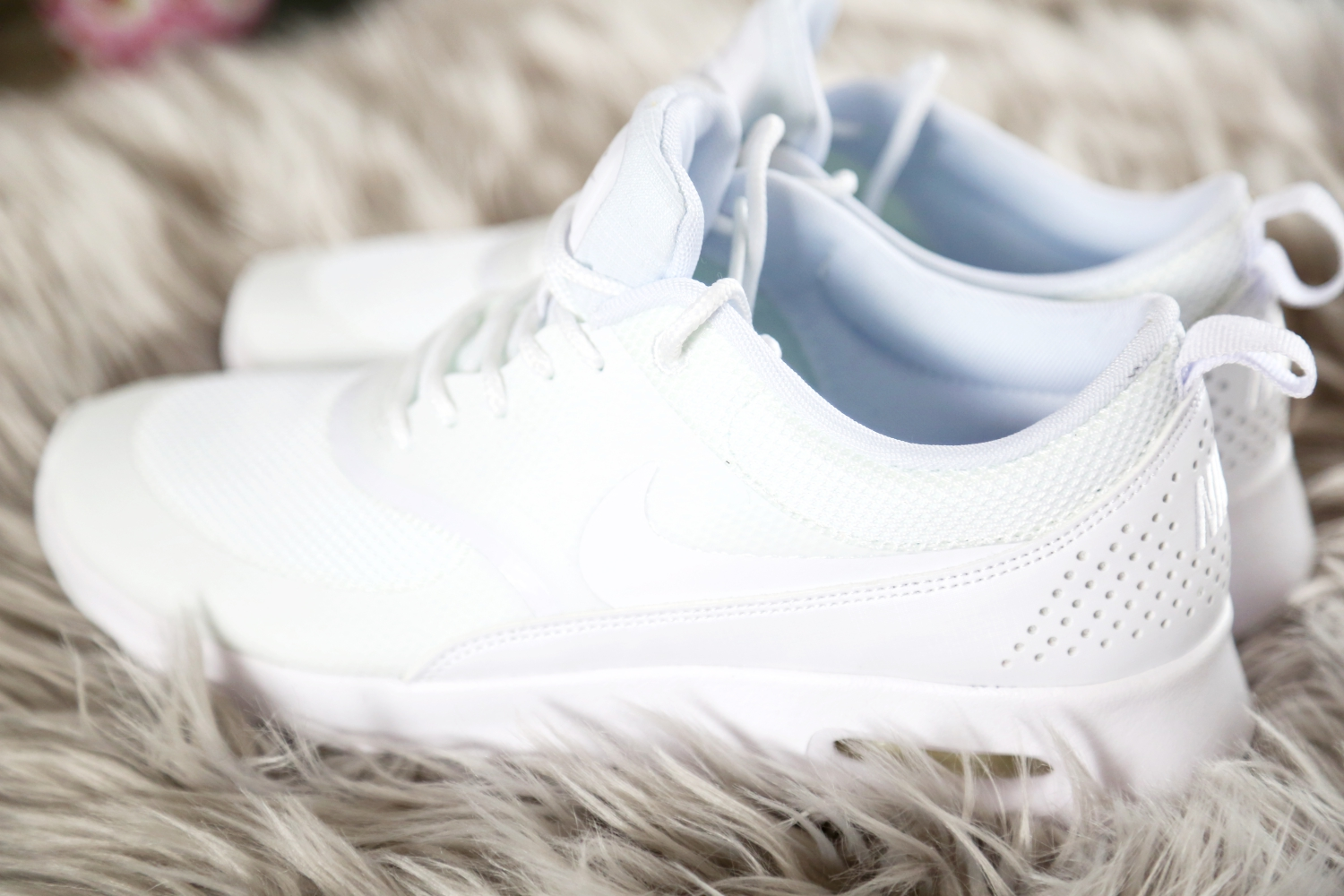 nike-sneakers-white-air-max-thea