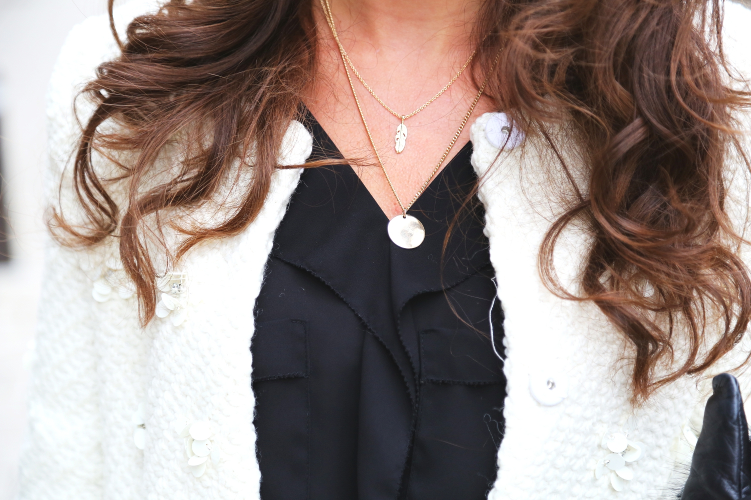 outfit-details-white-coat-necklace-layering