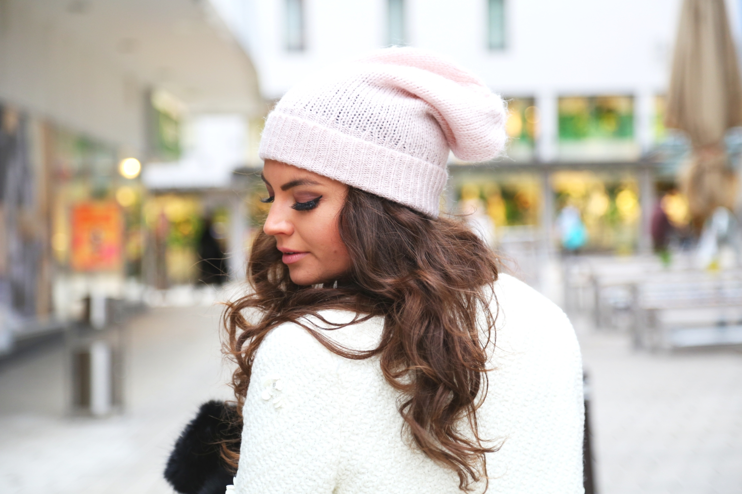 outfit-winter-style-hallhuber-beanie-white-coat