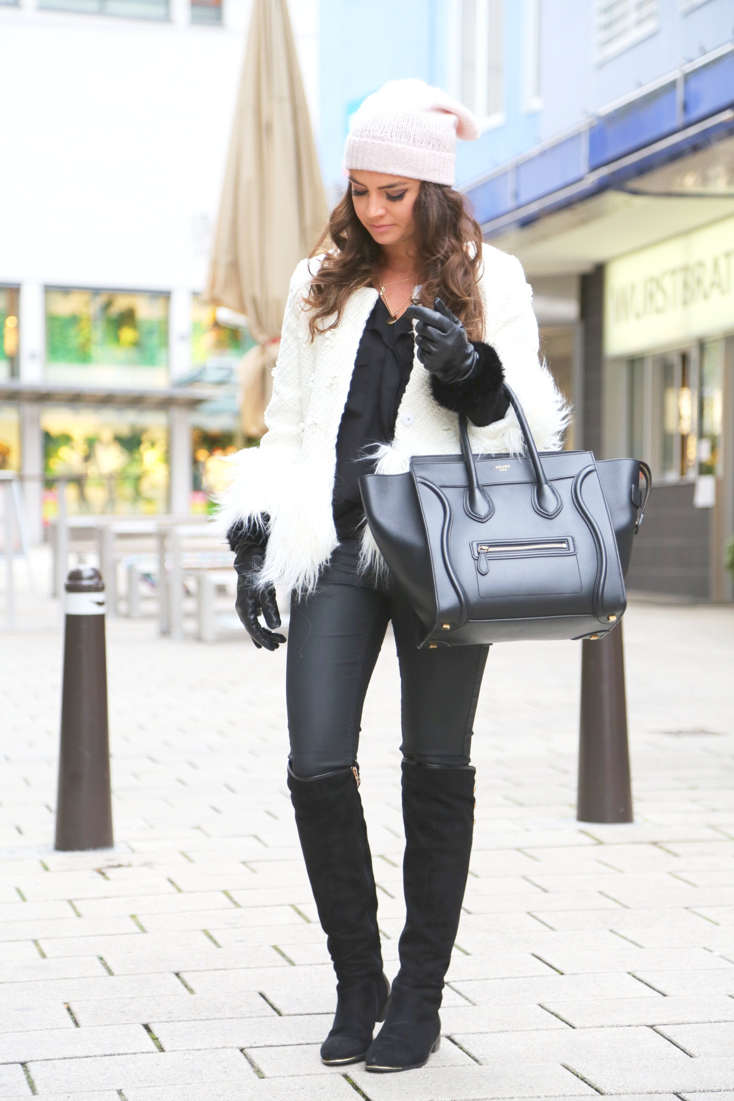 outfit-winter-style-overknees-celine-luggage-beanie