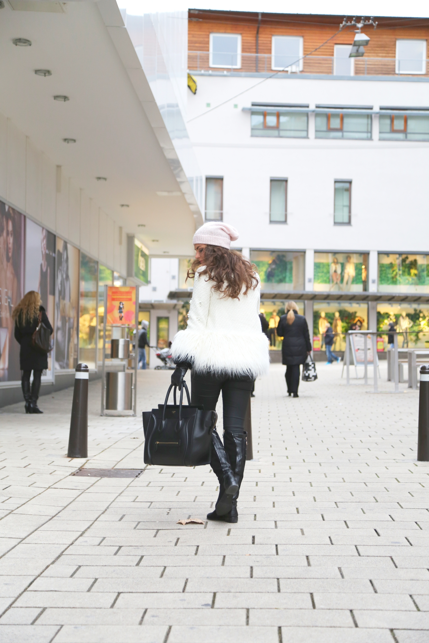 outfit-winter-white-coat-celine-luggage