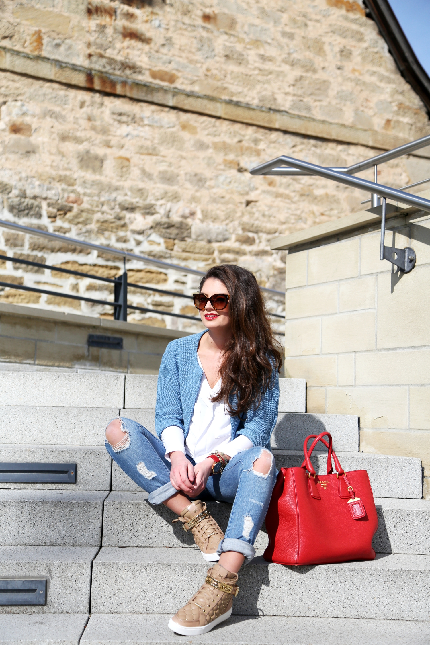 outfit-fashionhippieloves-prada-bag-red-prada-sunglasses-larsson&jennings-watch-essex-sneakers