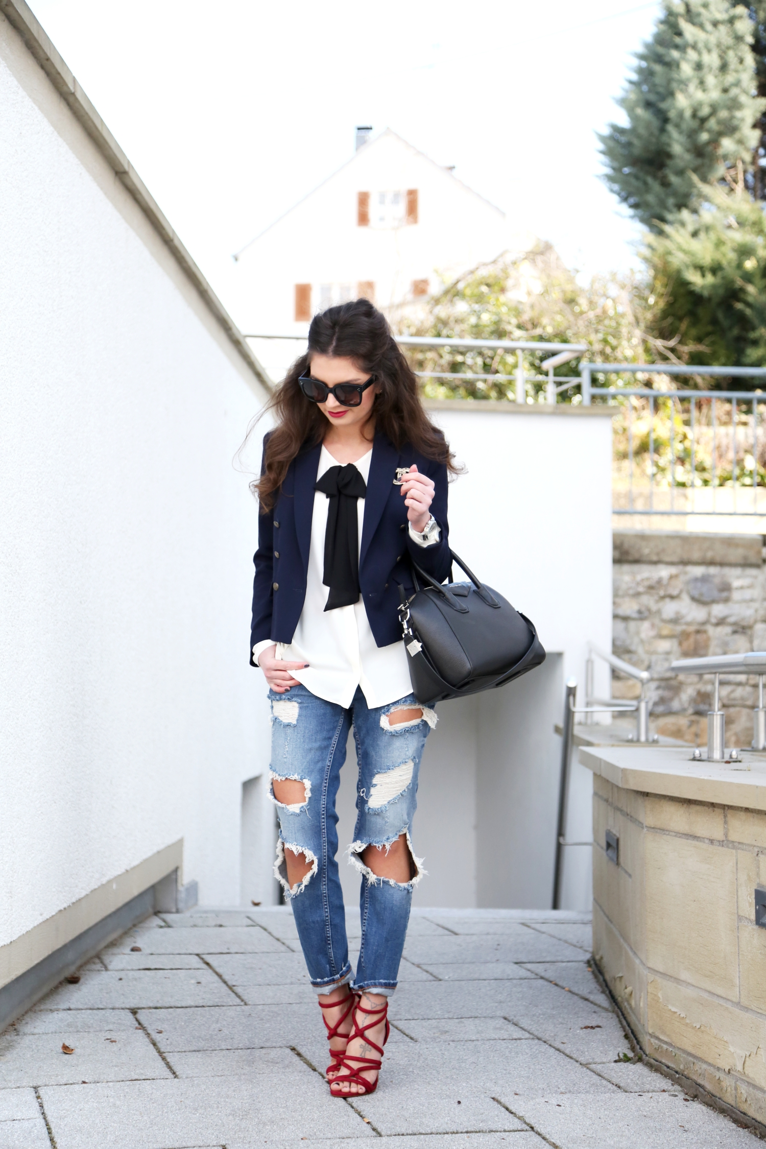 outfit-fashionhippieloves-ripped-jeans-black-and-white