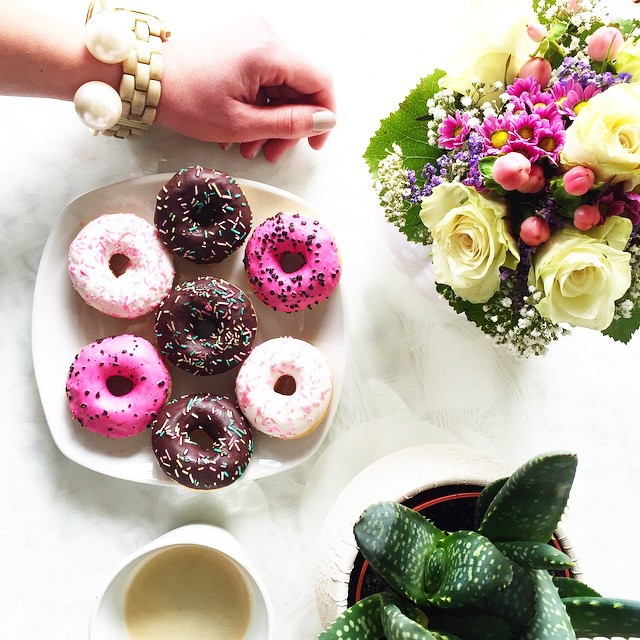 donuts-armcandy-fresh-flowers-fashionhippieloves
