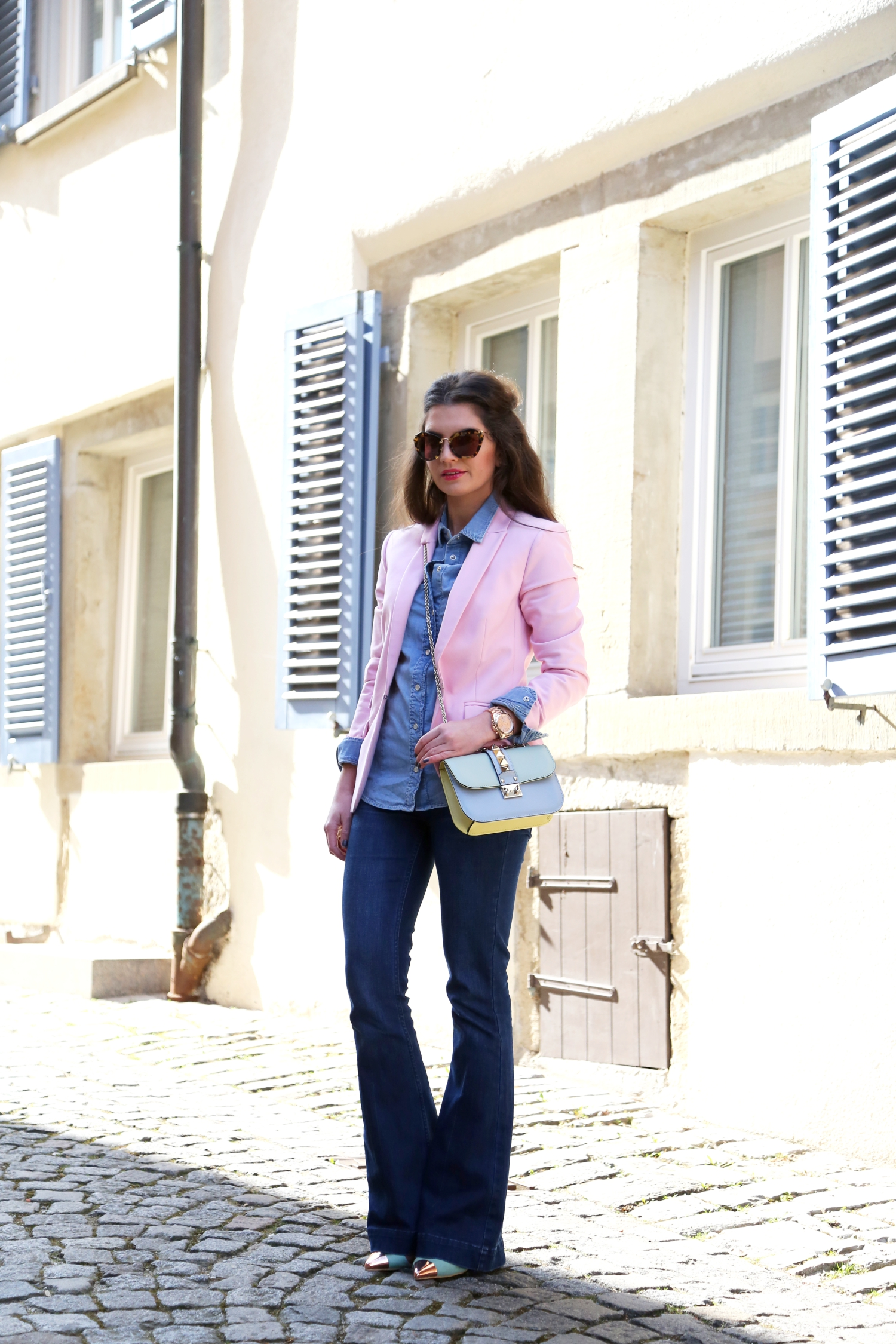 outfit-flare-denim-look-valentino-bag