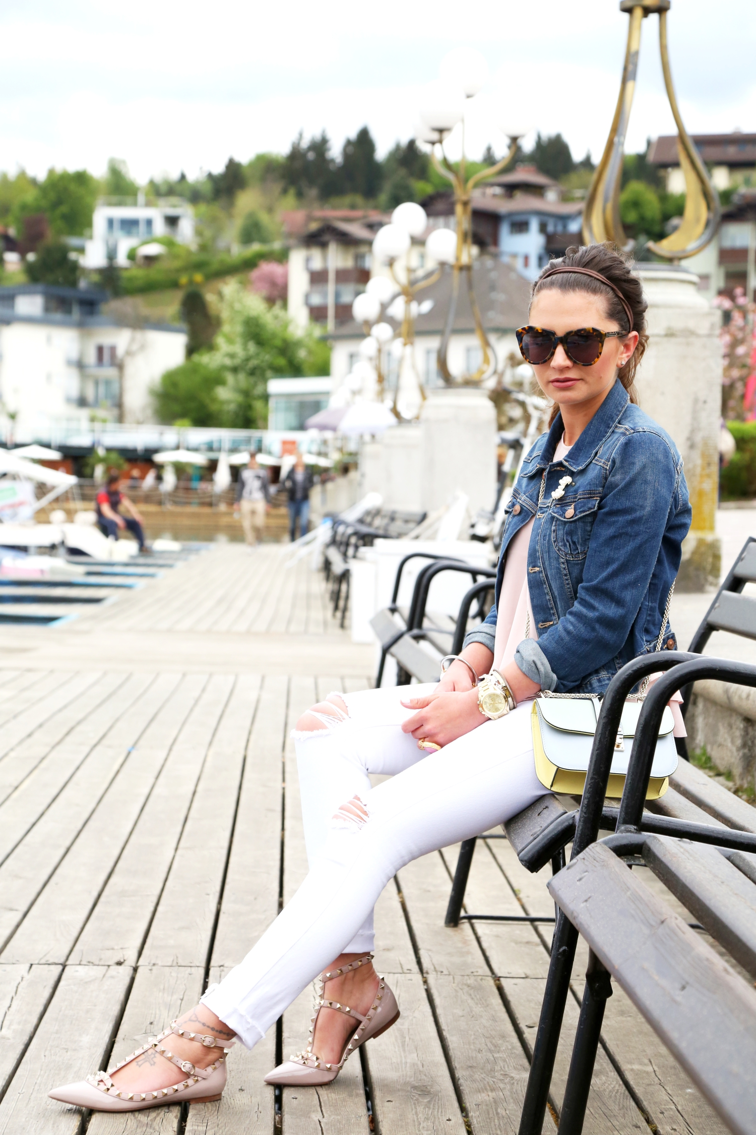 outfit-chanel-brooch-denim-jacket-white-ripped-jeans