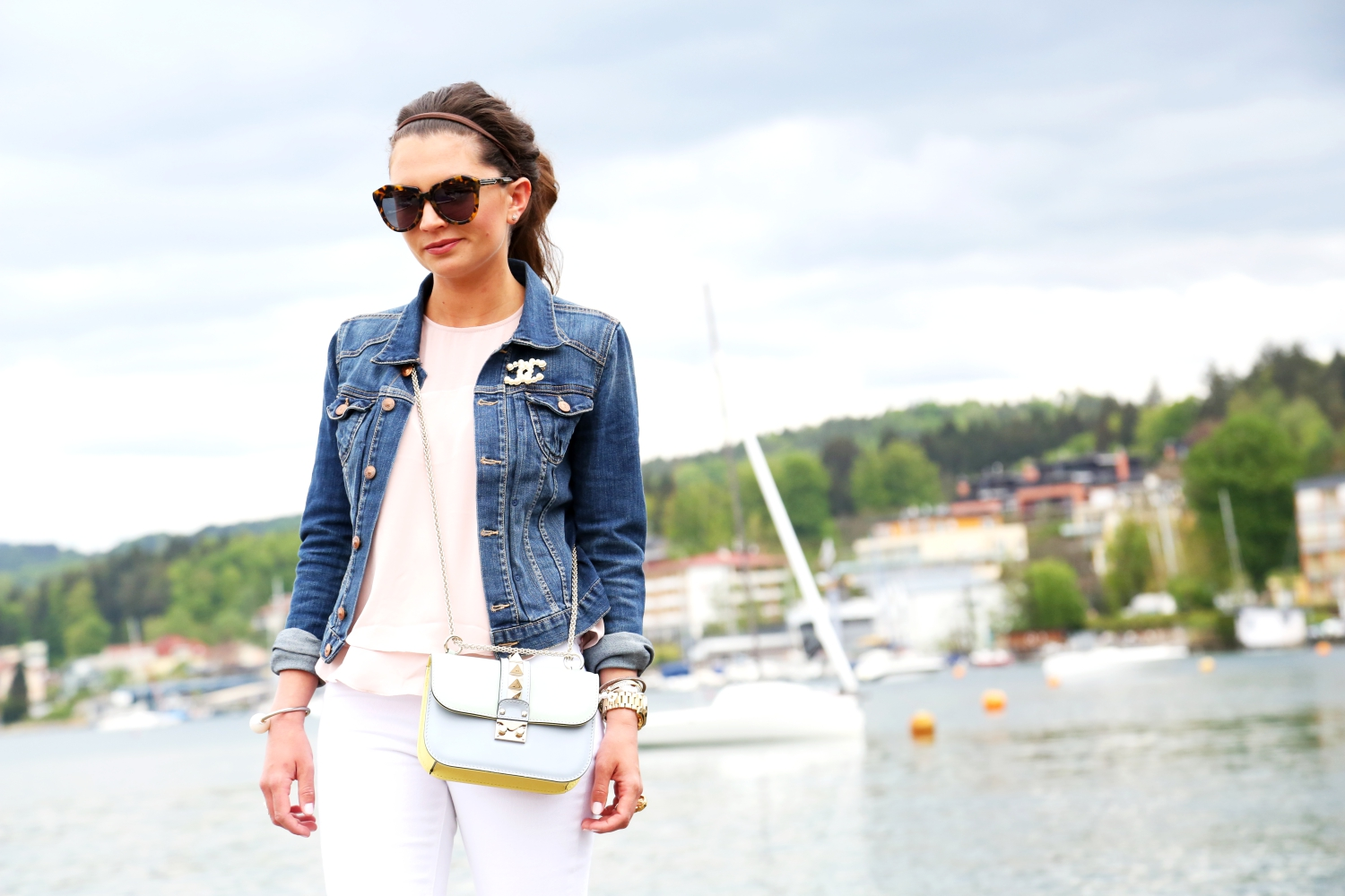 outfit-jeans-denim-jacket-chanel-brooch-karen-walker.sunglasses-valentino-rockstud-bag