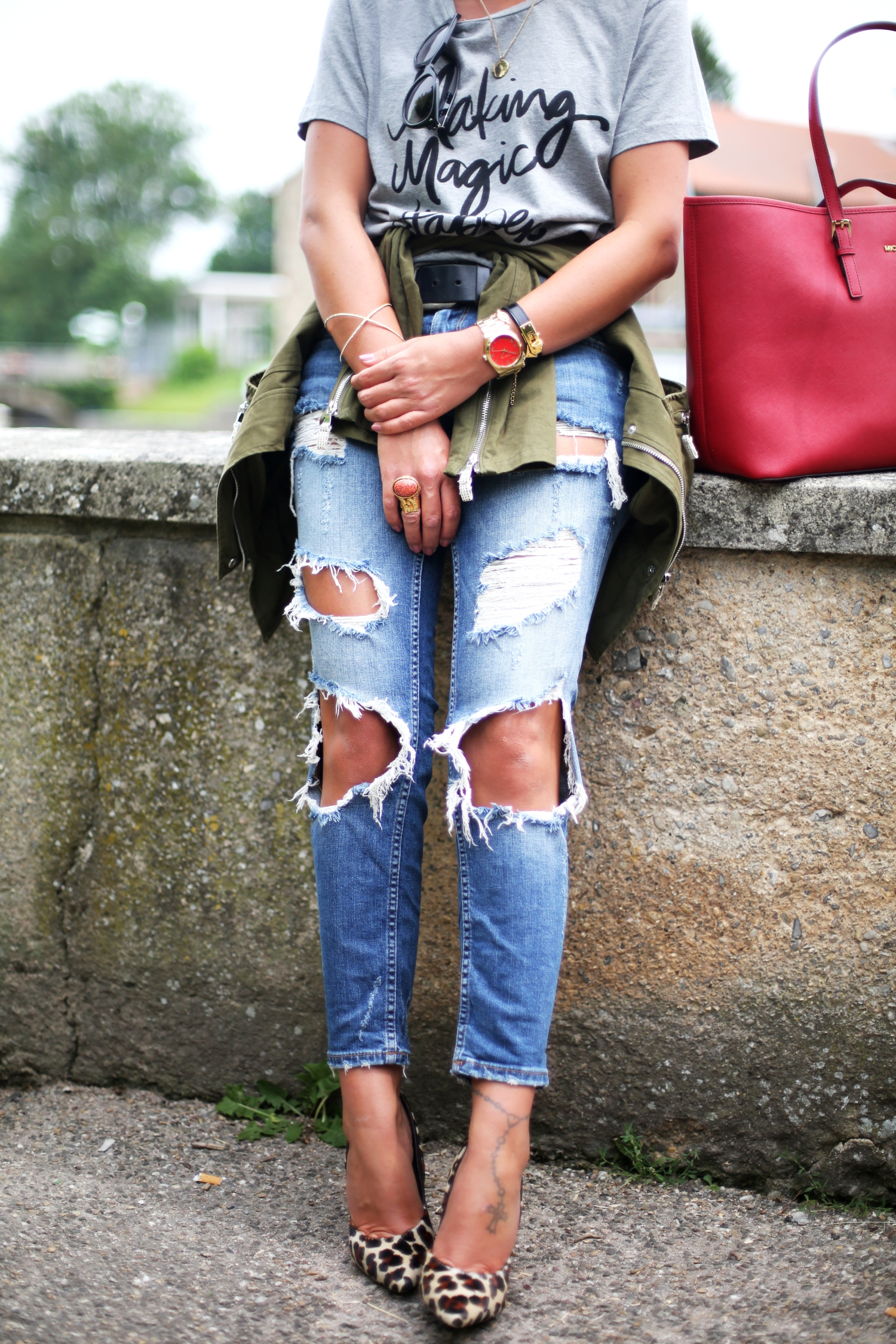 outfit-details-sincerely-jules-shirt-ripped-jeans-military-parka