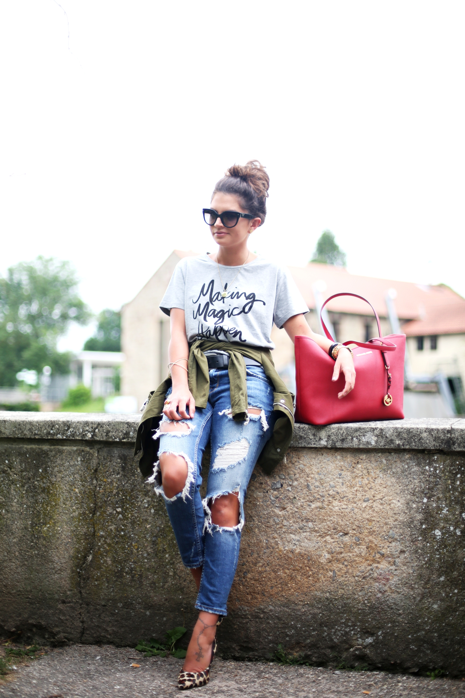 outfit-fashionhippieloves-ripped-jeans-michaelkors-bag-prada-bag