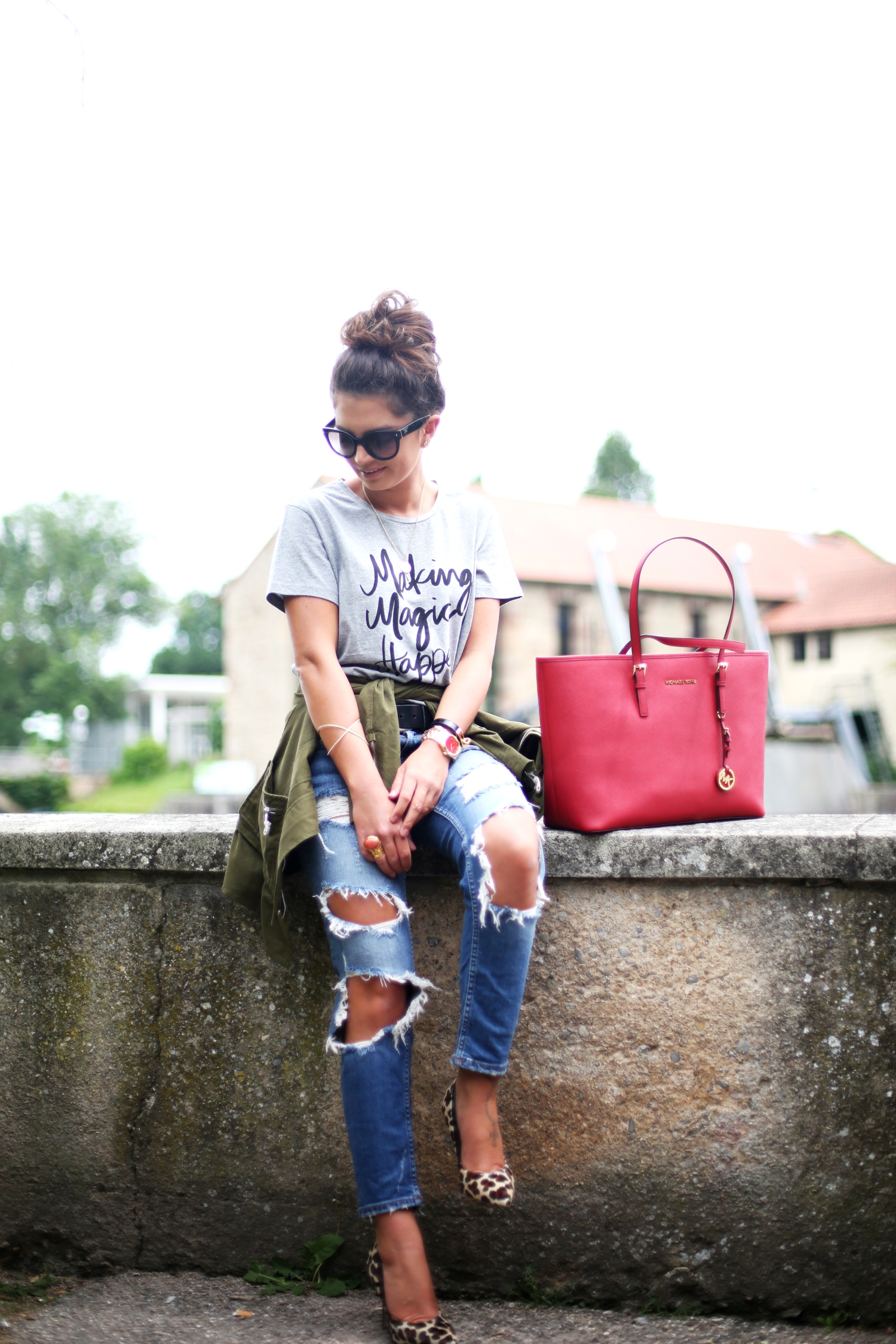 outfit-ripped-jeans-prada-sunglasses-michaelkors-jet-set-bag