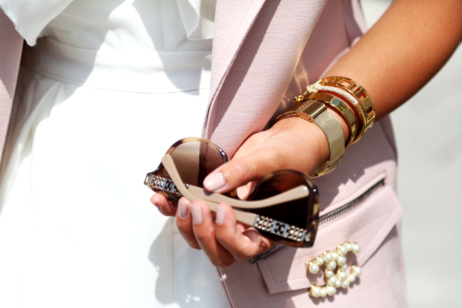 outfit-details-chanel-brooch-escada-sunglasses-armcandy