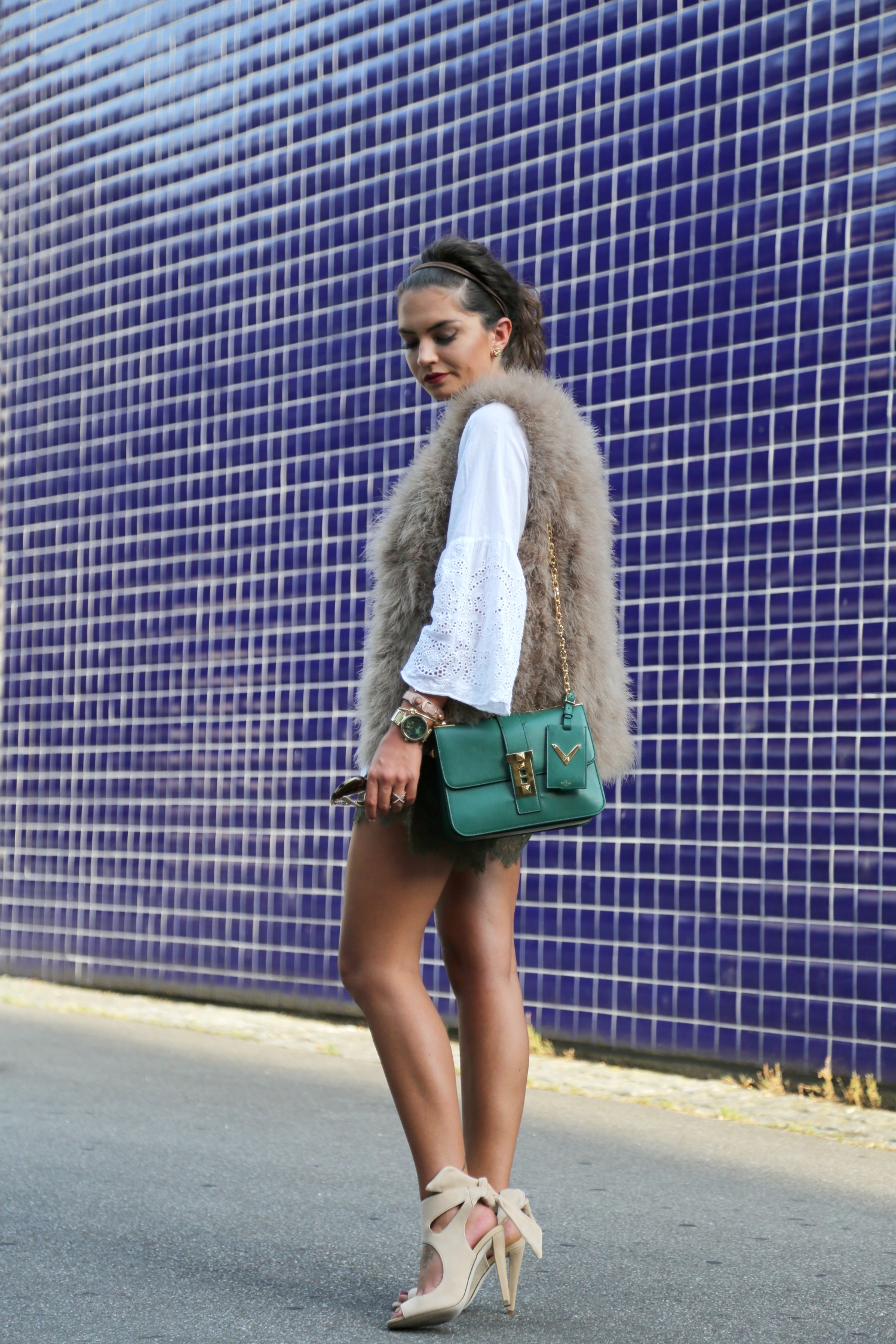 outfit-details-fashionhippieloves-feather-vest-lace-shorts