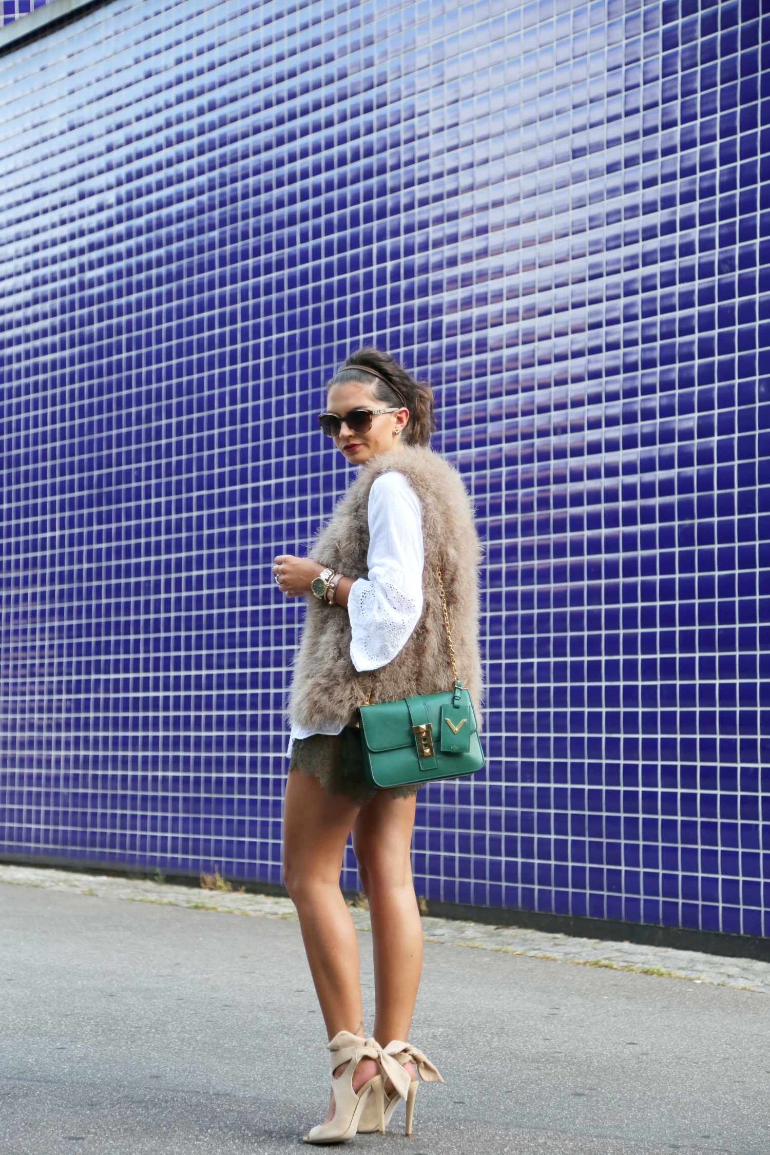 outfit-fashionhippieloves-summer-feather-vest-lace-khaki-shorts