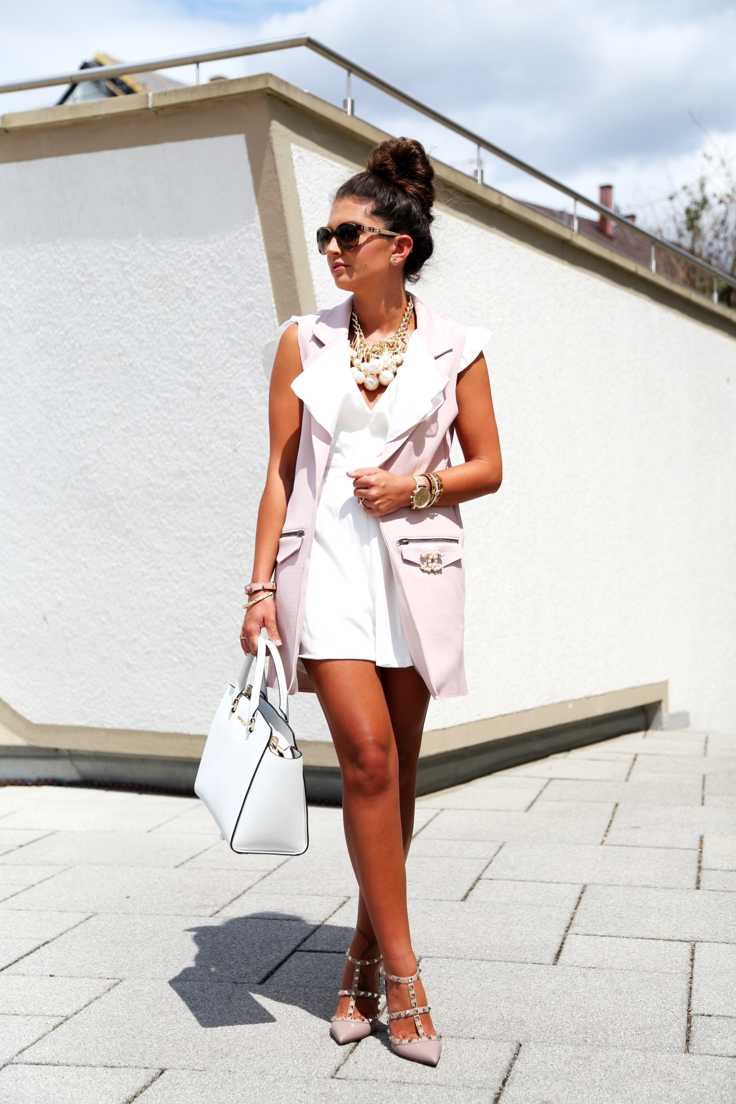 outfit-fashionhippieloves-valentino-rockstud-kitten-nude-chanel-brooch