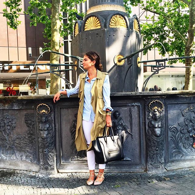 outfit-vest-valentino-kitten-flats-celine-luggage-bag