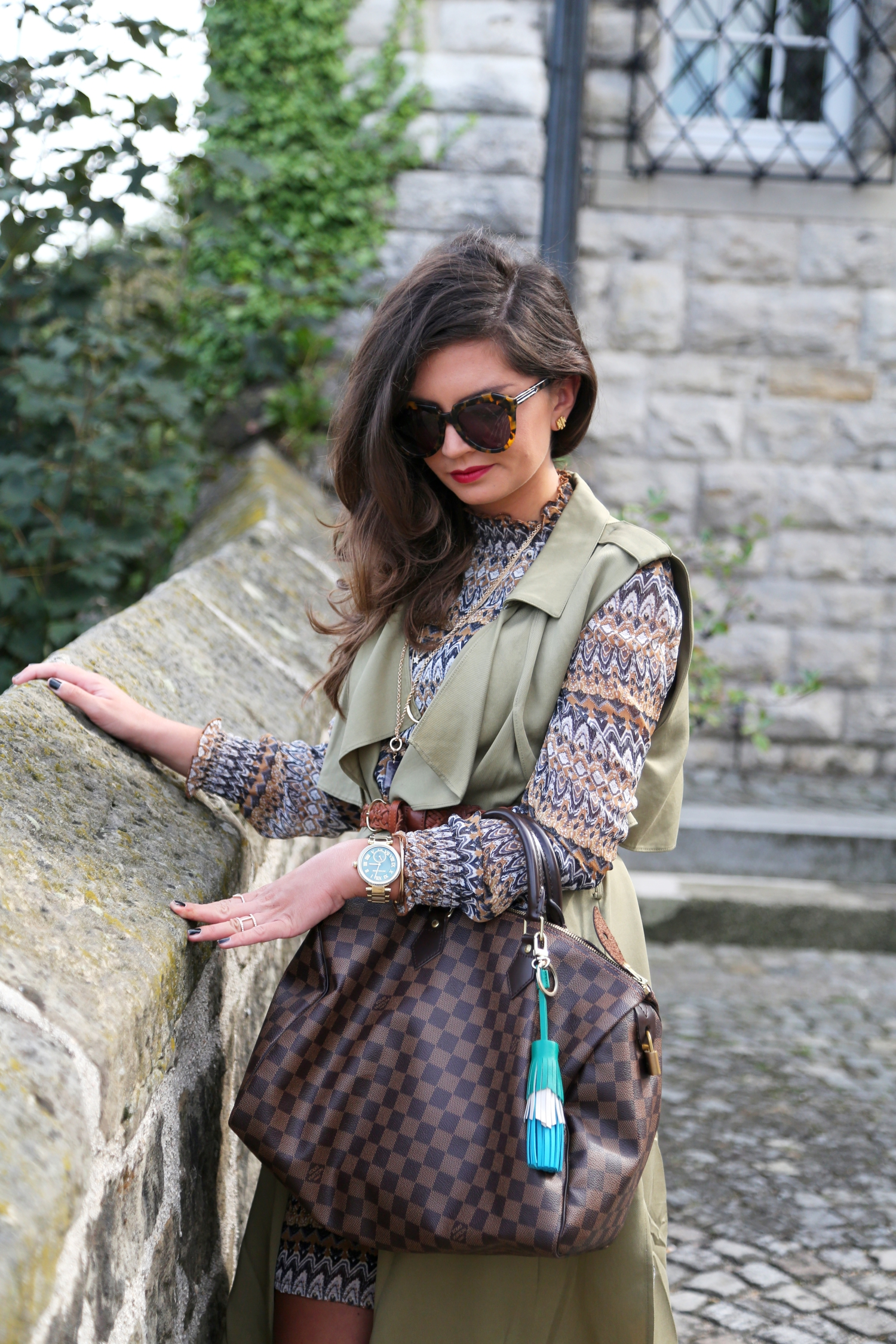 EDITED-OUTFIT-FASHIONHIPPIELOVES-LOUIS-VUITTON-SPEEDY-BAG-KHAKI-VEST-KAREN-WALKER-SUNGLASSES