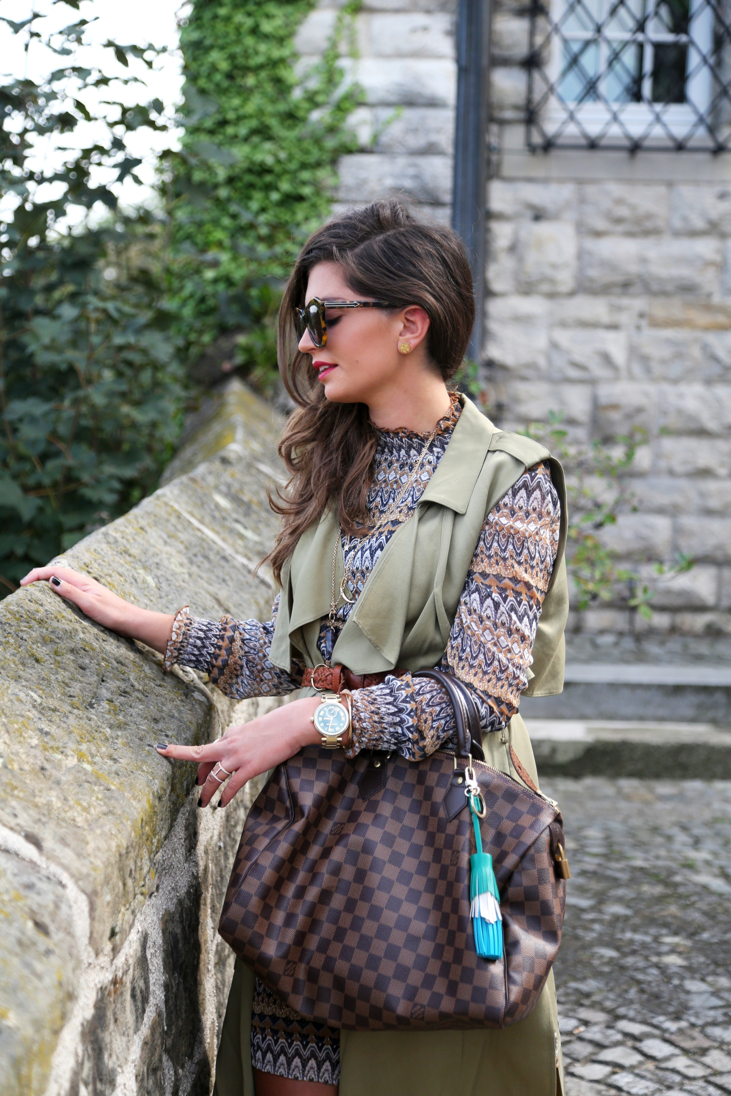 Edited-outfit-louis-vuitton-bag-karen-walker-sunglasses