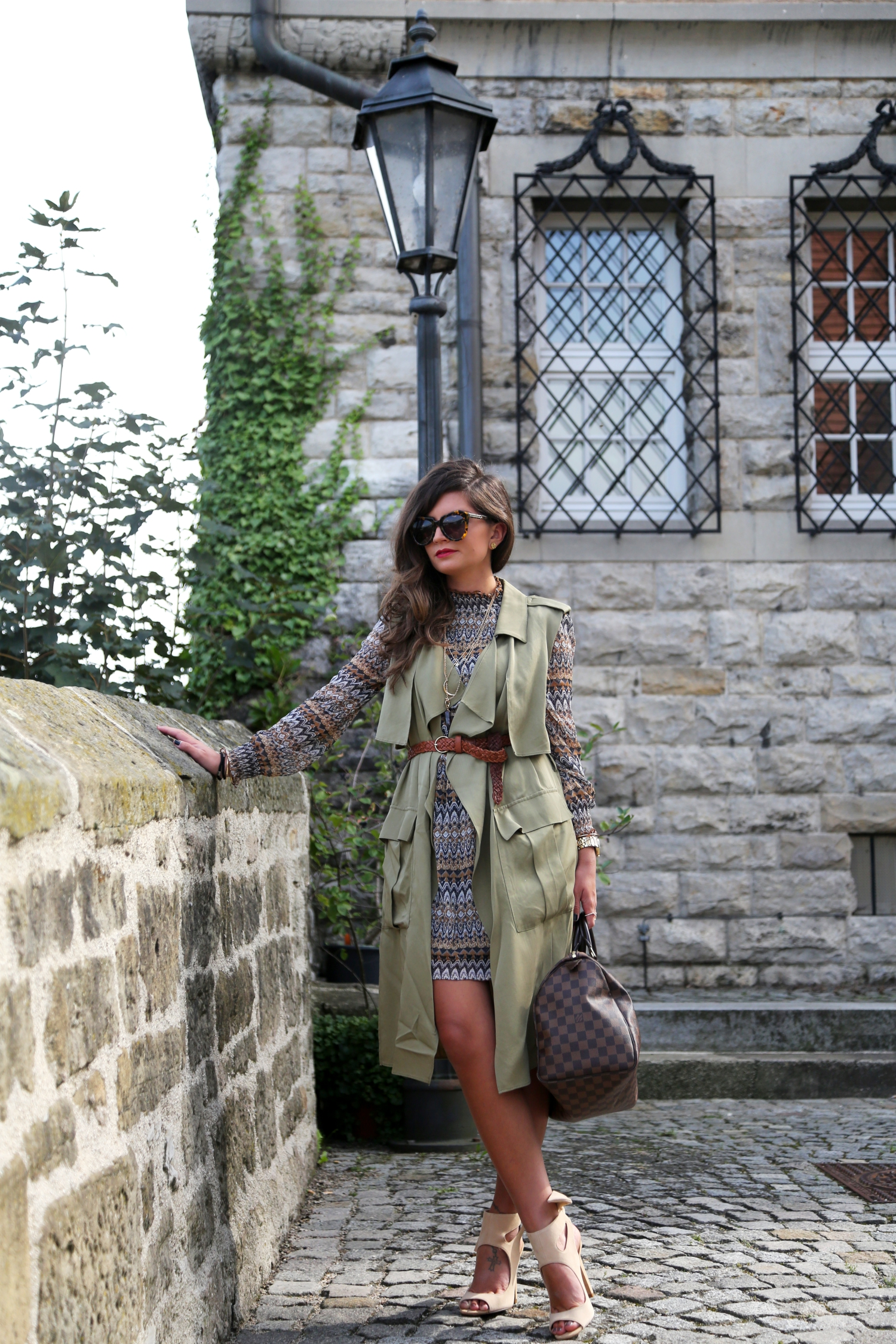 edited-outfit-louis-vuitton-speedy-bag-karen-walker-sunglasses