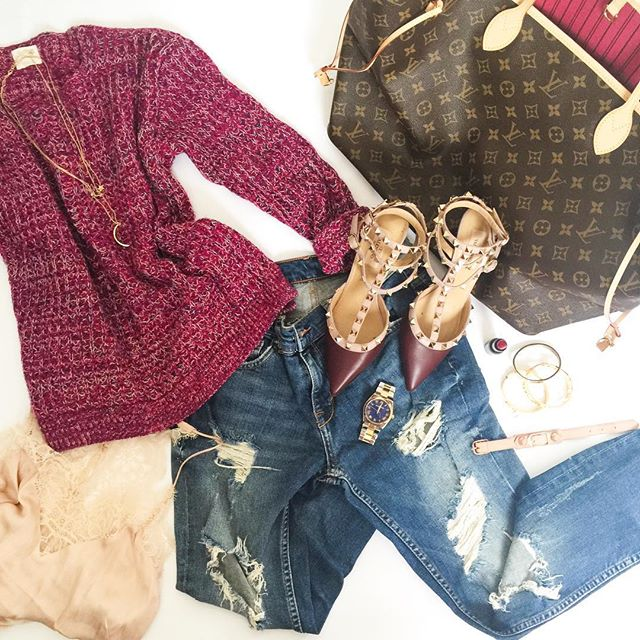 outfit-fall-details-LV-knit-ripped-jeans