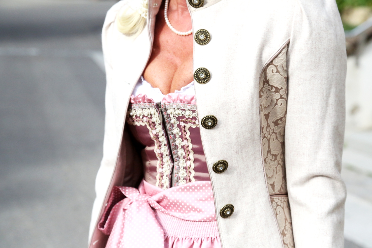 outfit-tracht-jacke-dirndl