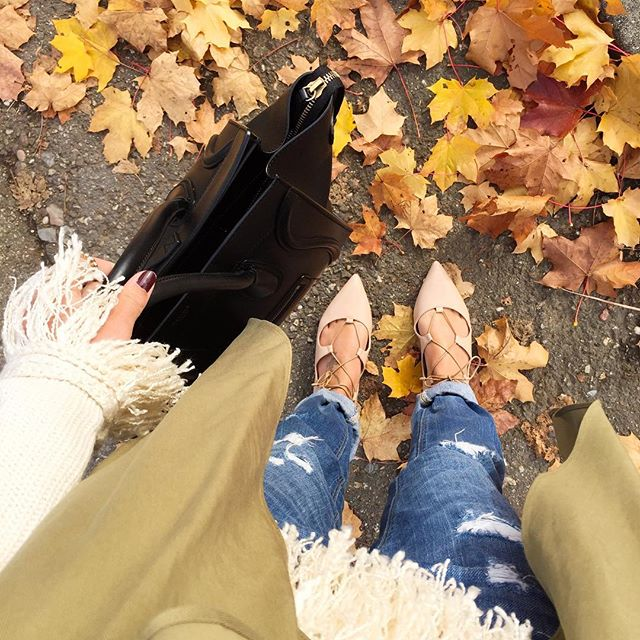 outfit-details-autumn-fall-look-lace-up-flats-celine-bag-fringe-sweater