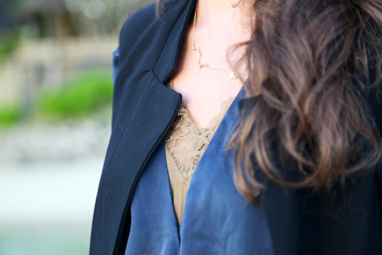 outfit-details-necklace-shirt