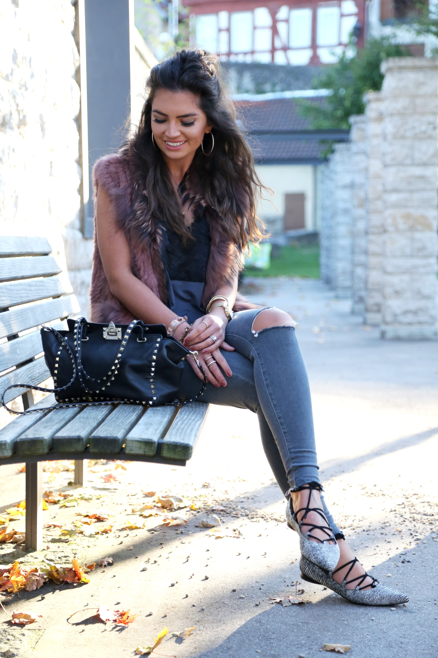 outfit-fashionhippieloves-fall-look-valentino-bag-vest-mango-lace-shirt