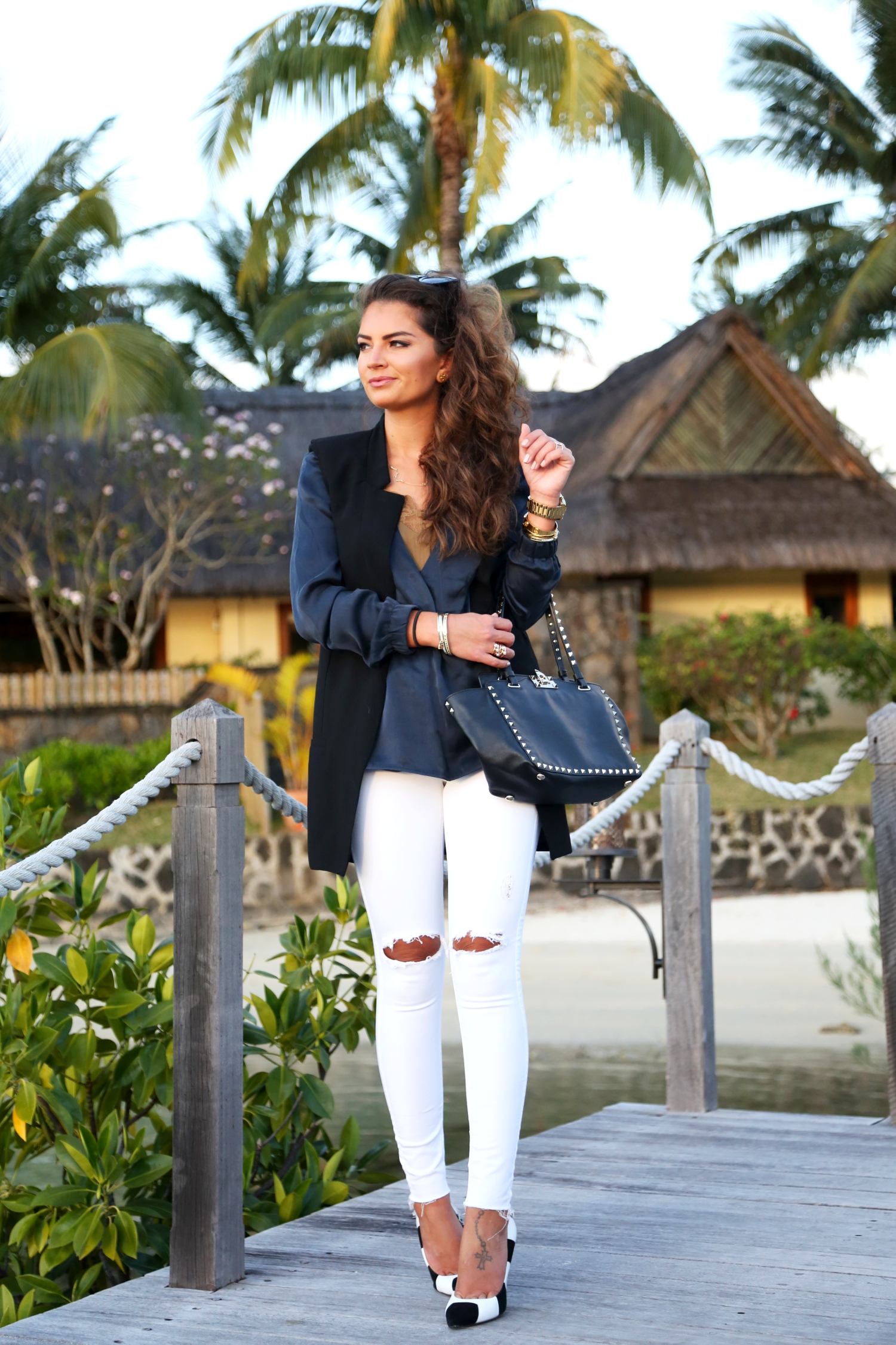 outfit-vacation-look-mauritius-ripped-jeans-valentino
