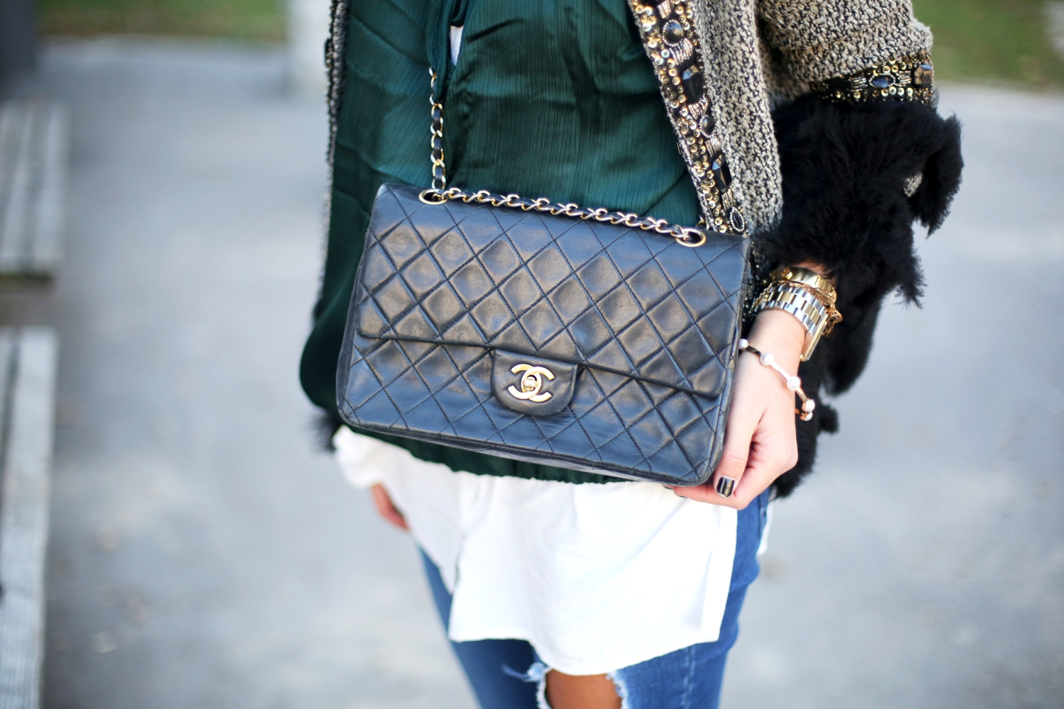 outfit-details-chanel-bag-ripped-jeans