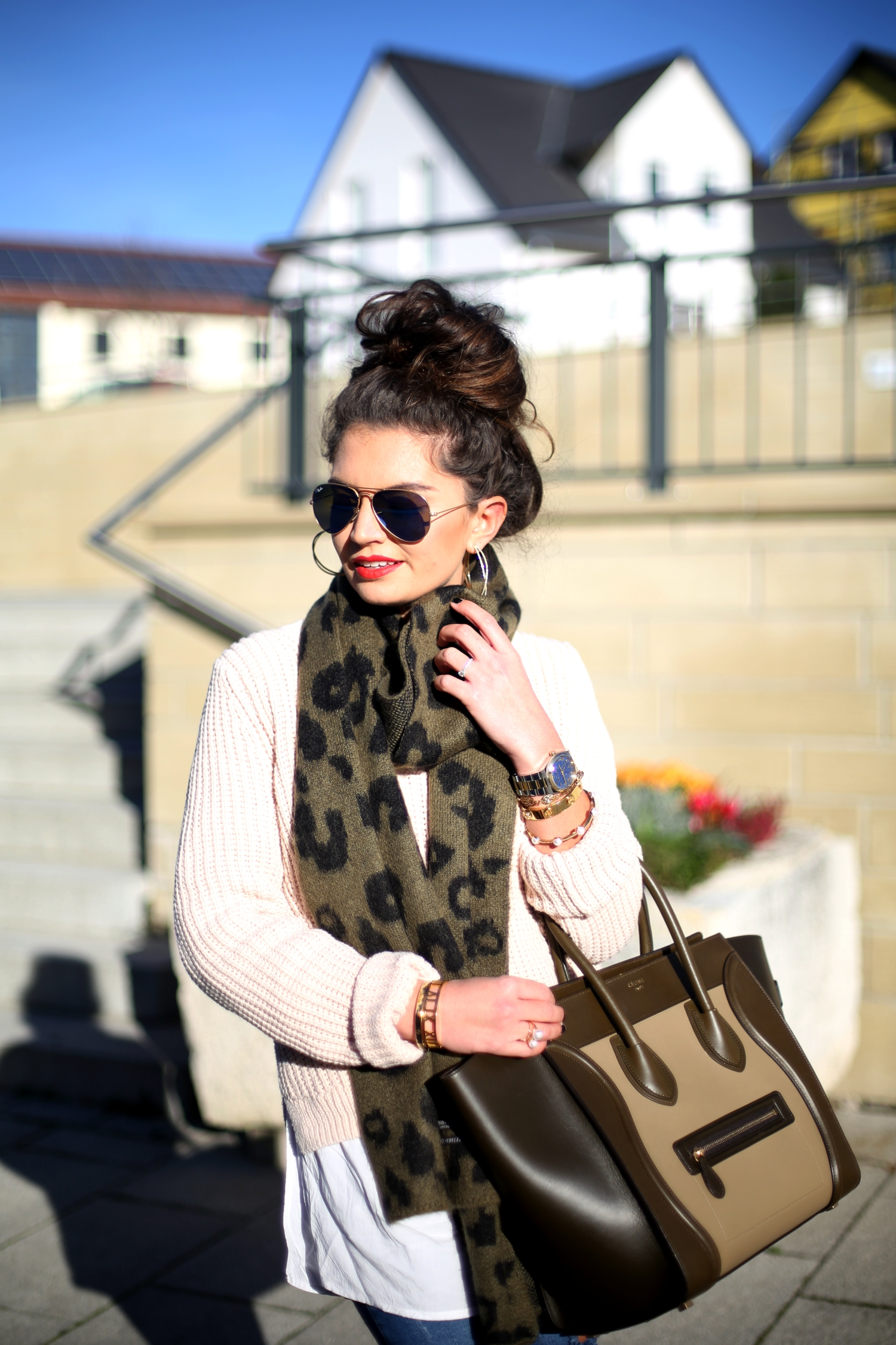 outfit-details-overknees-celine-luggage-bag-ray-ban-sunglasses