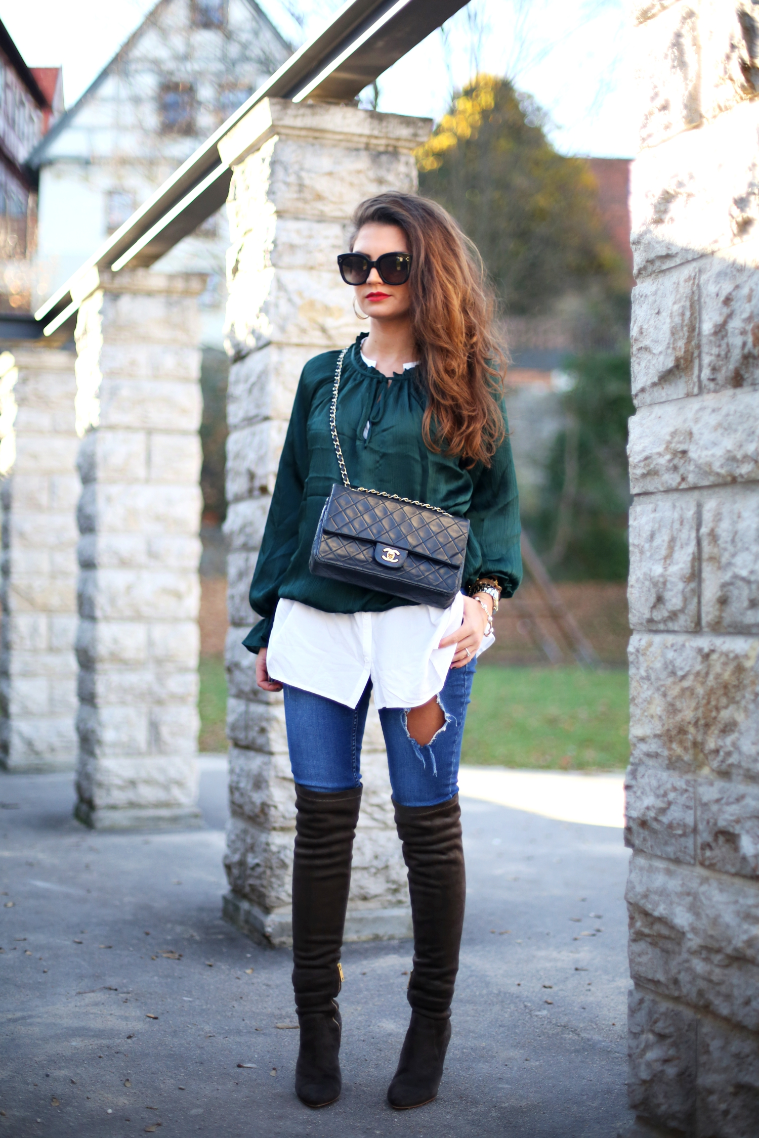 outfit-fashionhippieloves-overknees-ripped-jeans