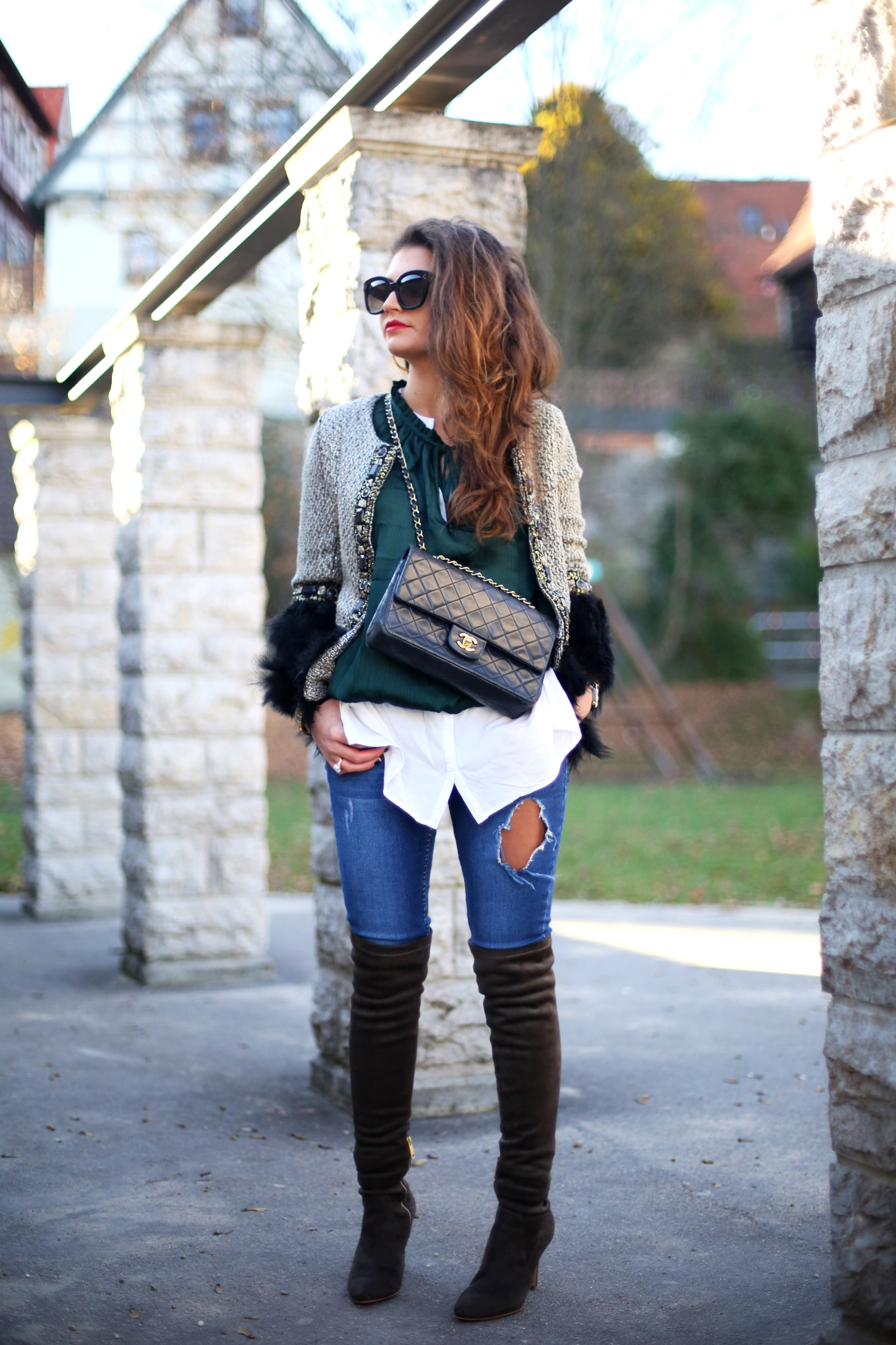 outfit-fashionhippieloves-ripped-jeans-overknees