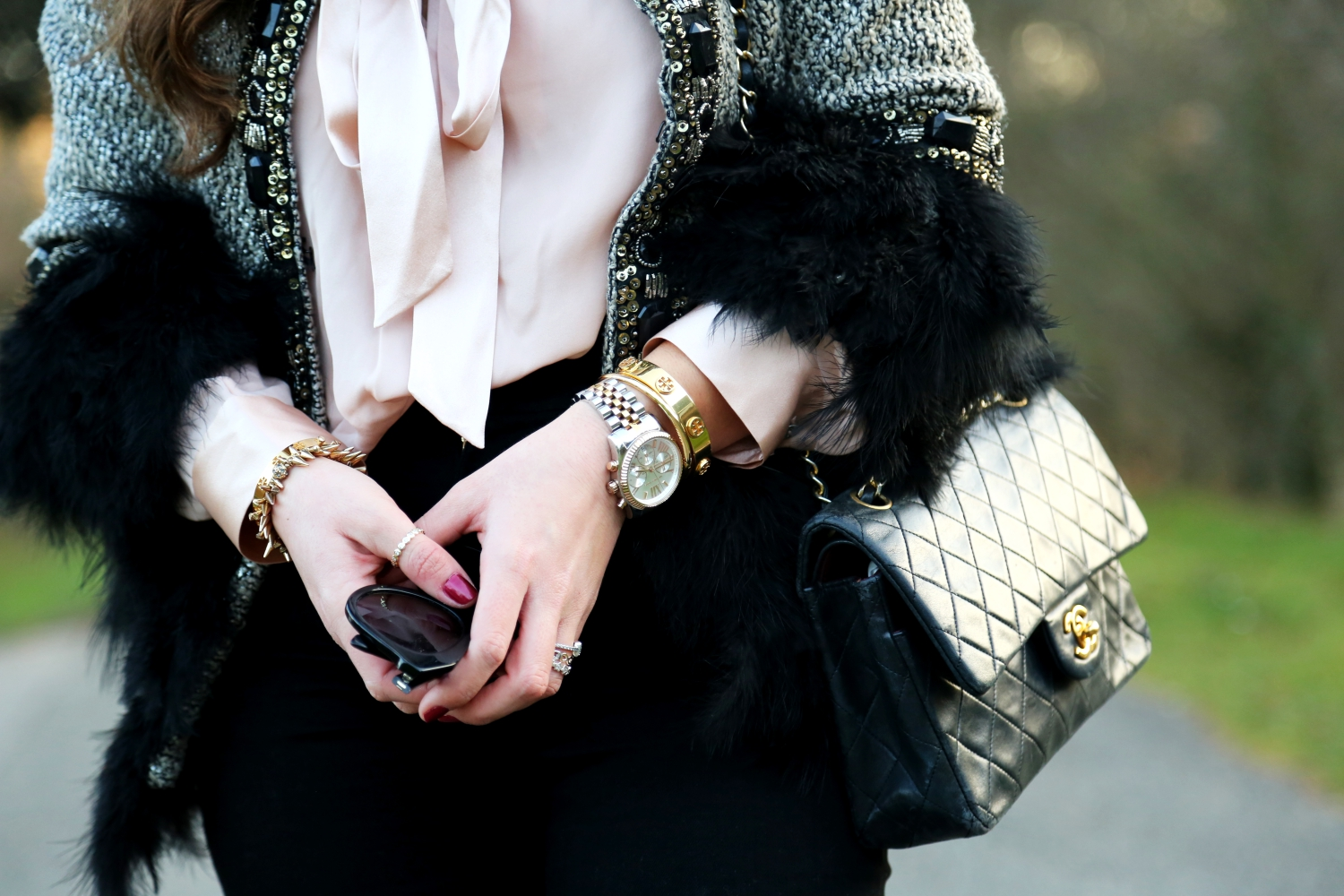 christmas-outfit-faux-coat-details-jewelry-karen-walker