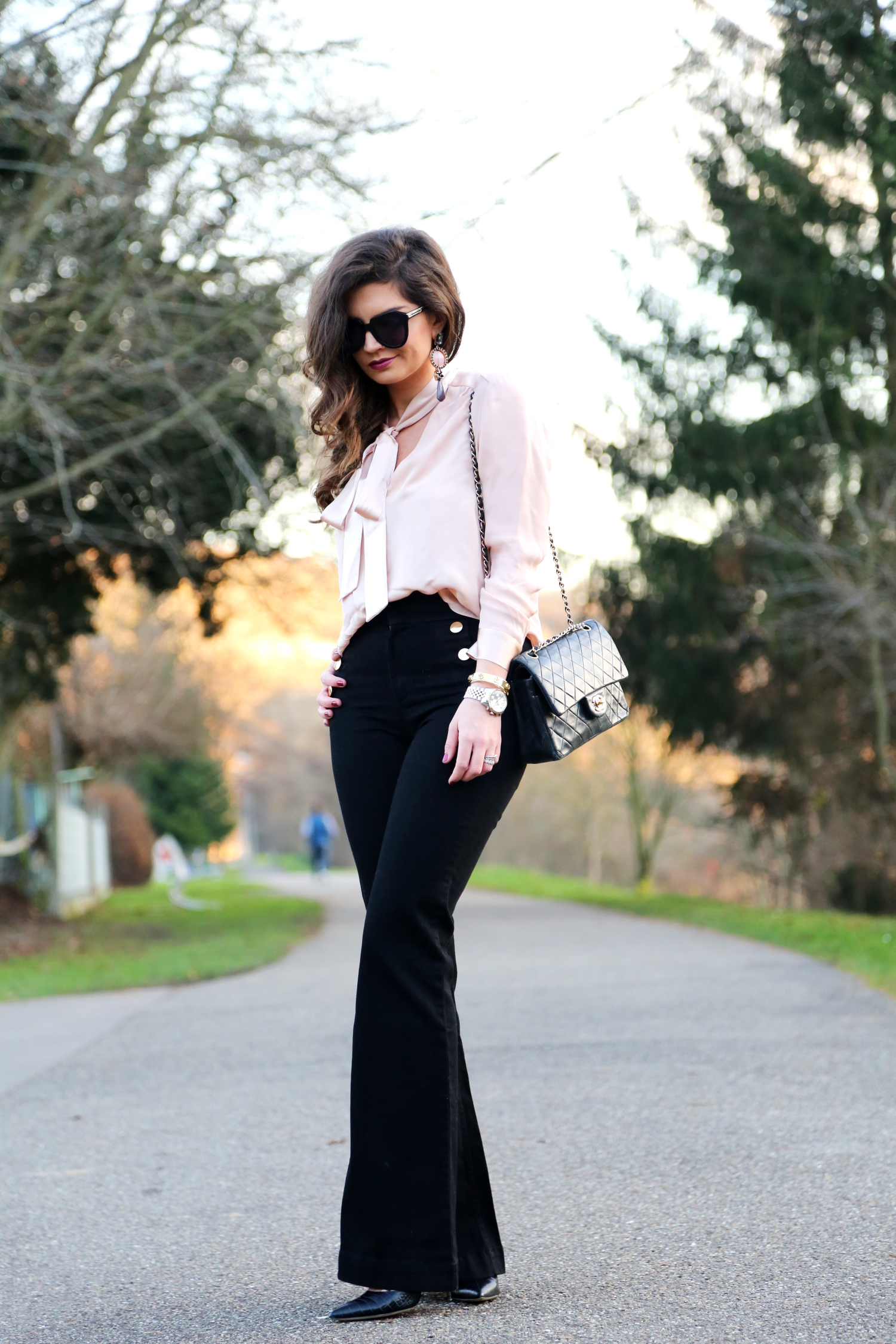 christmas-outfit-flared-jeans-chanel-bag