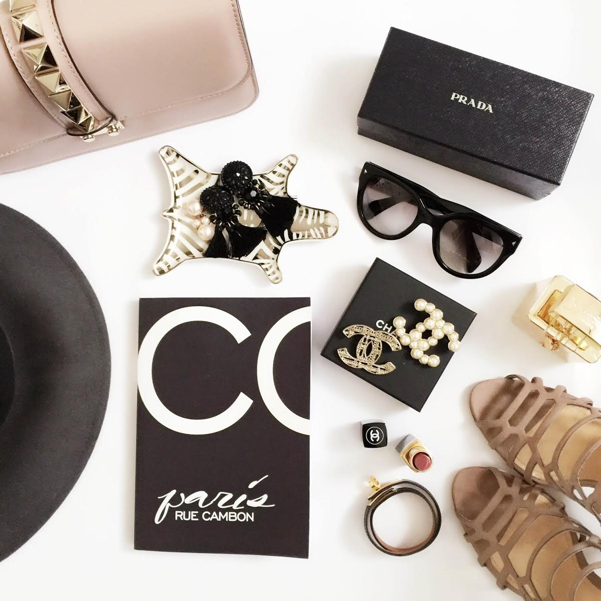 outfit-details-chanel-brooches-hermes-kelly-bracelet-schutz-sandals