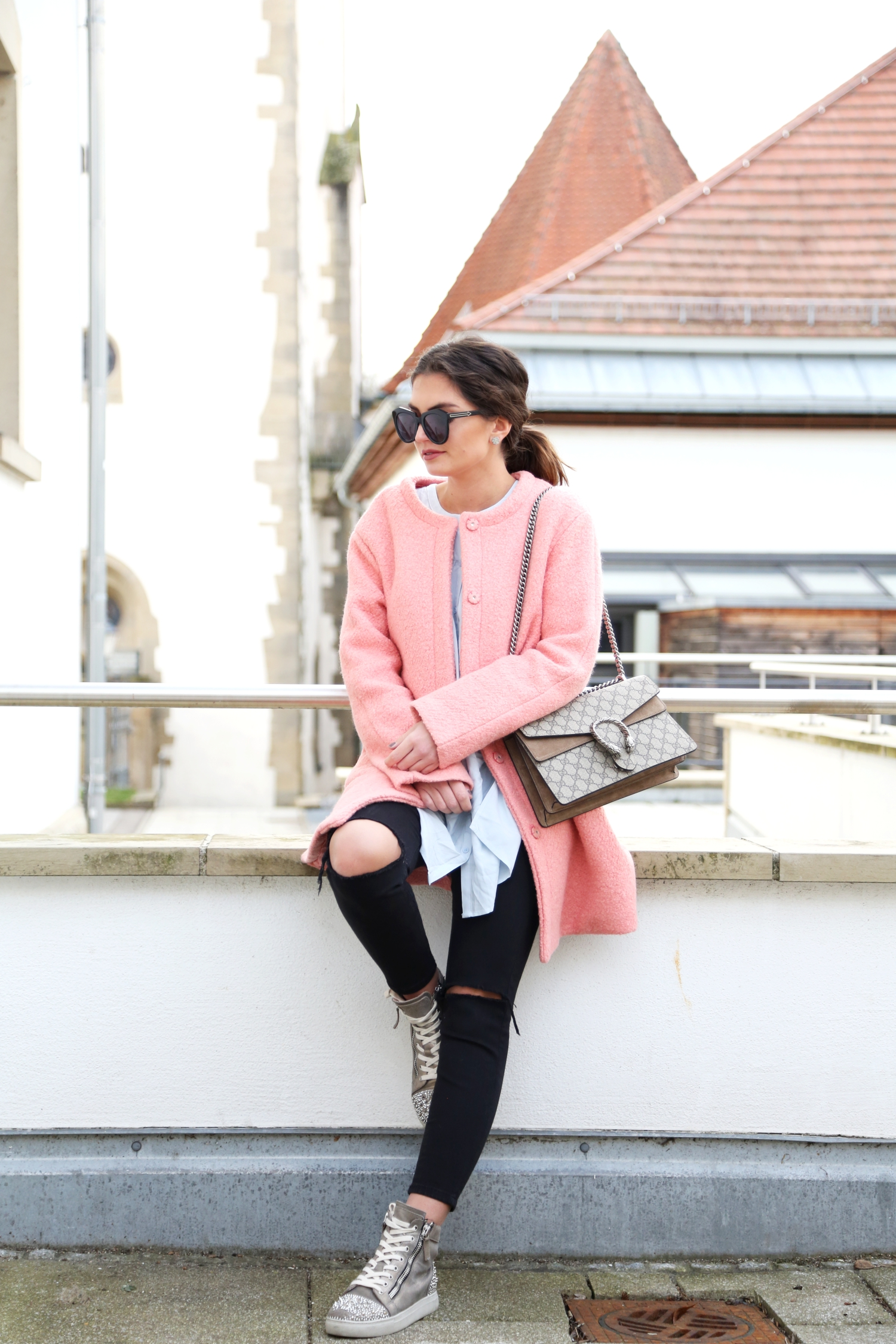 outfit-pink-coat-sneaker-casual-look-gucci-bag-dionysus-fashionblogger
