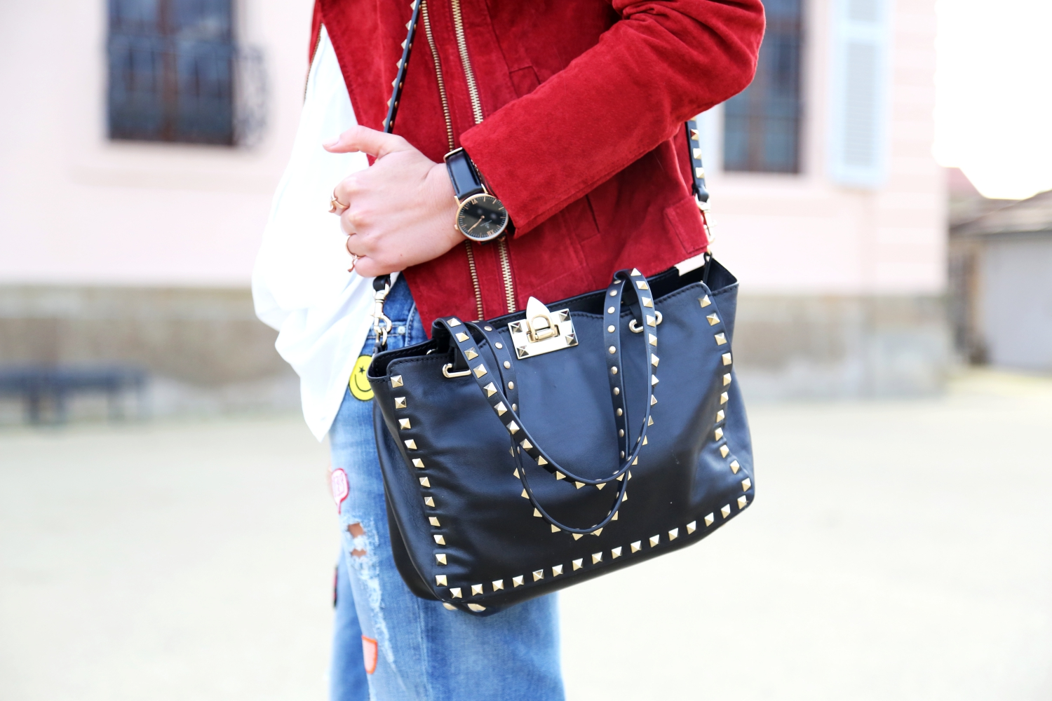 outfit-valentino-rockstud-bag-black
