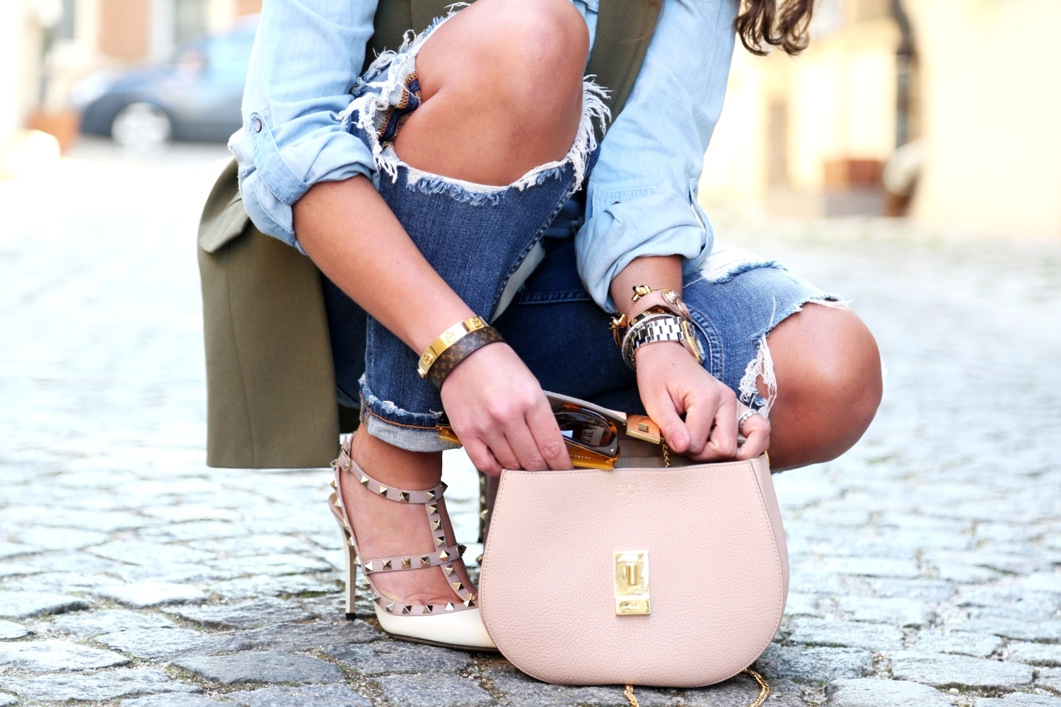 outfit-details-chloe-drew-bag-valentino-rockstuds