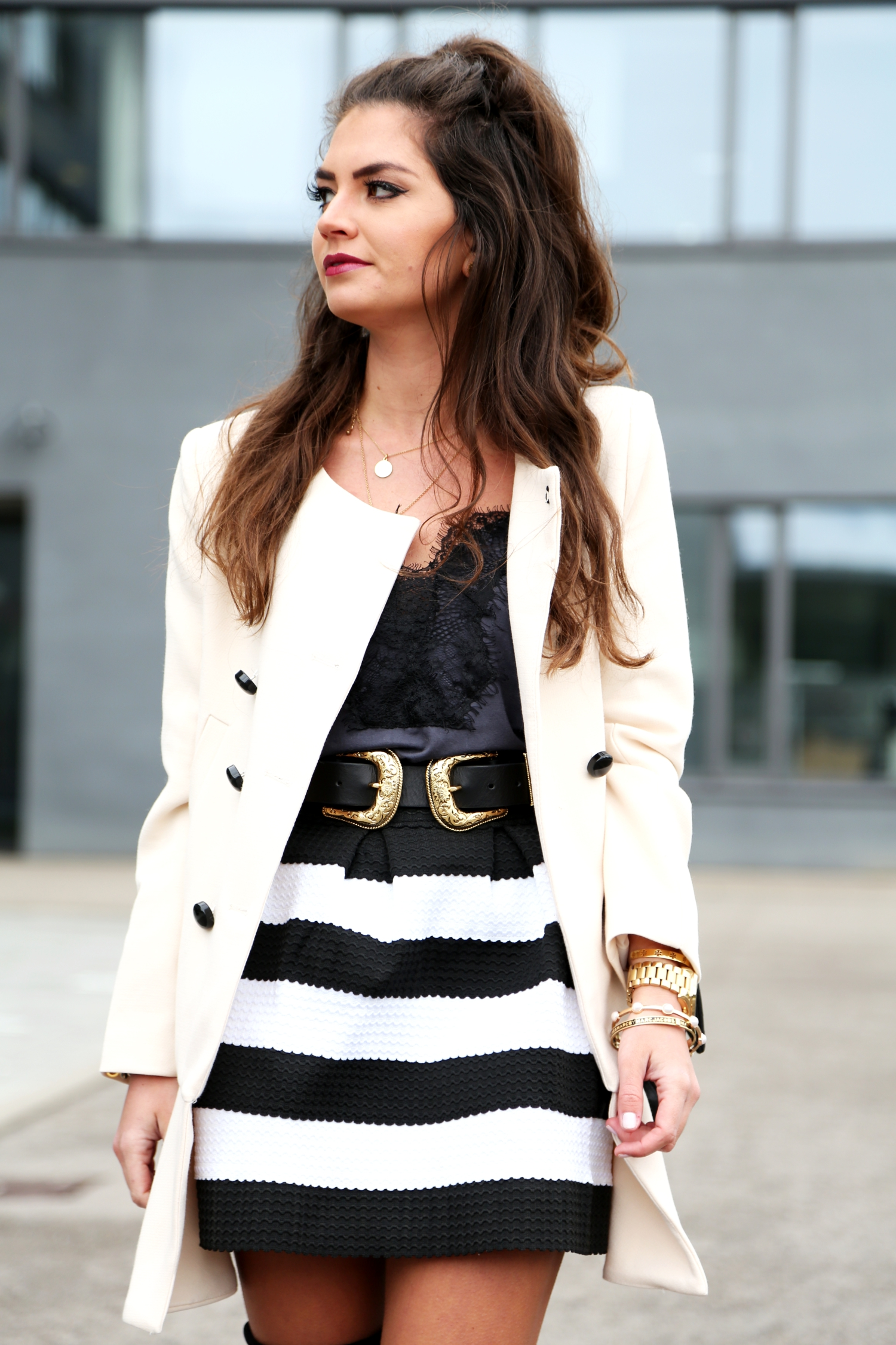outfit-fashionblogger-stripes-lace-shirt-chanel-bag