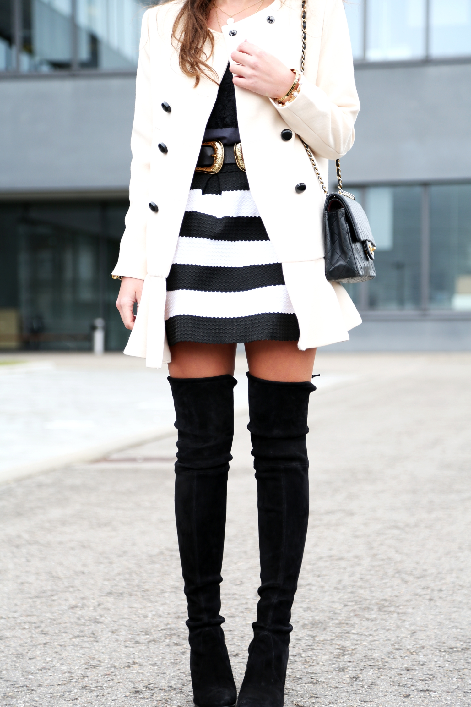 outfit-overknees-coat-skirt-stripes-fashionhippieloves-german-fashionblogger