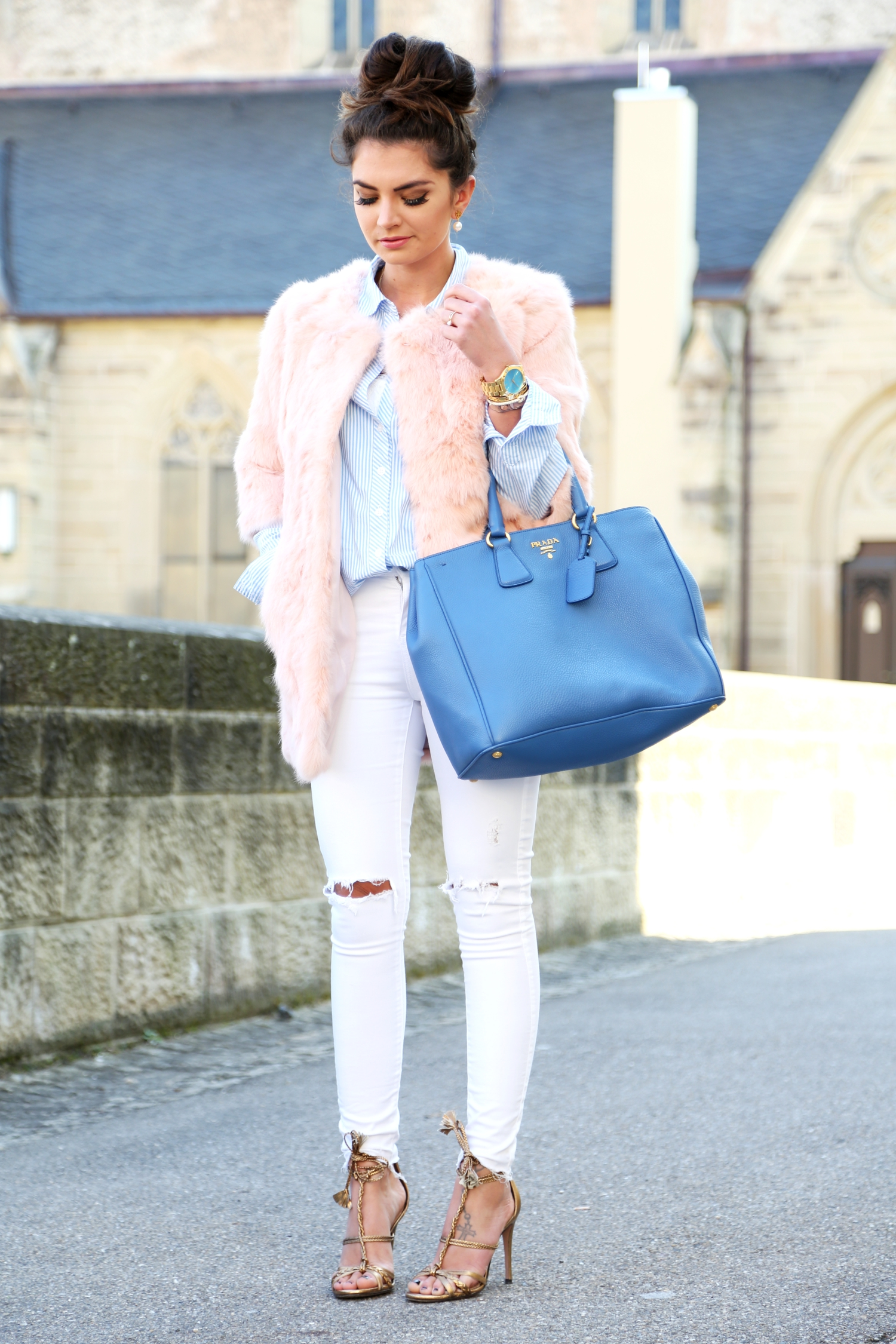 outfit-pastel-spring-faux-fur-coat-white-ripped-jeans-prada-bag