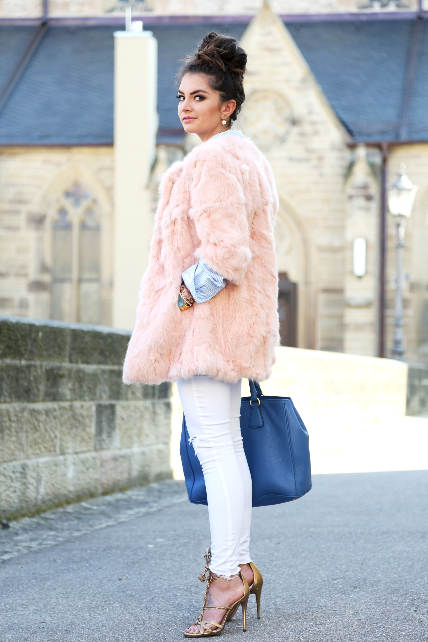outfit-pastels-colors-spring-look-german-fashionblogger-prada-bag