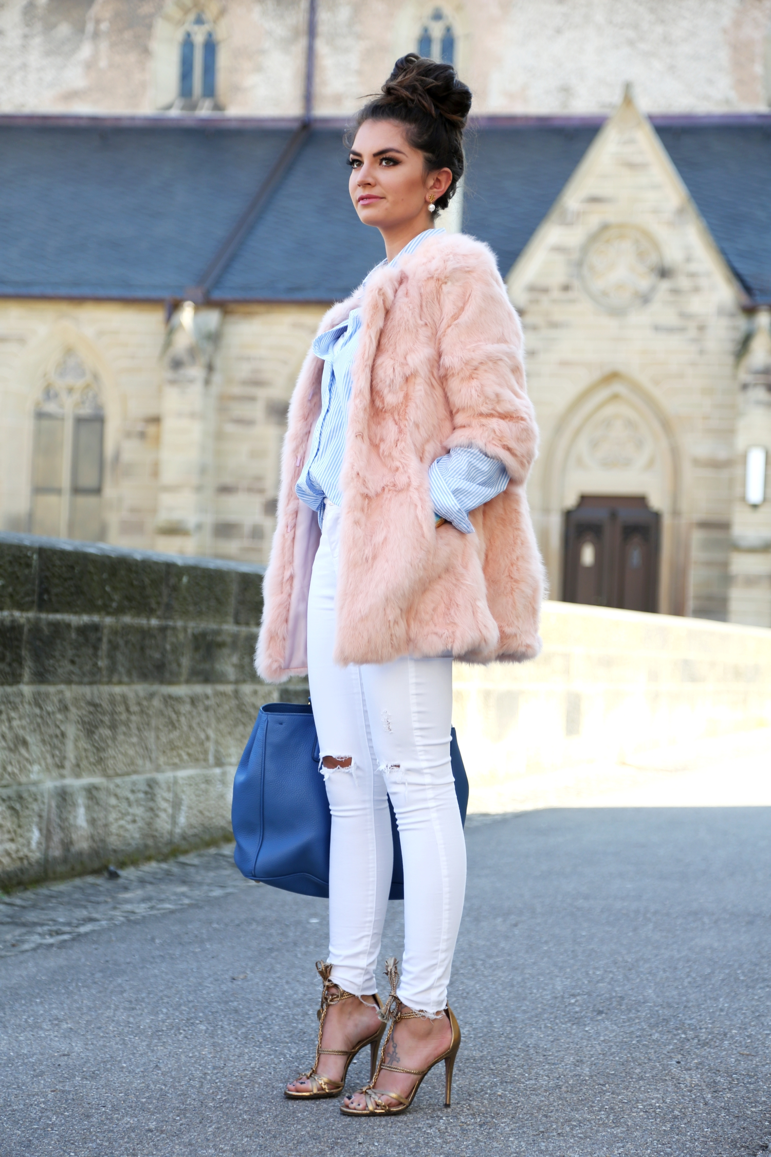 outfit-pastels-spring-german-fashionblogger-white-ripped-jeans-prada-bag-golden-sandals