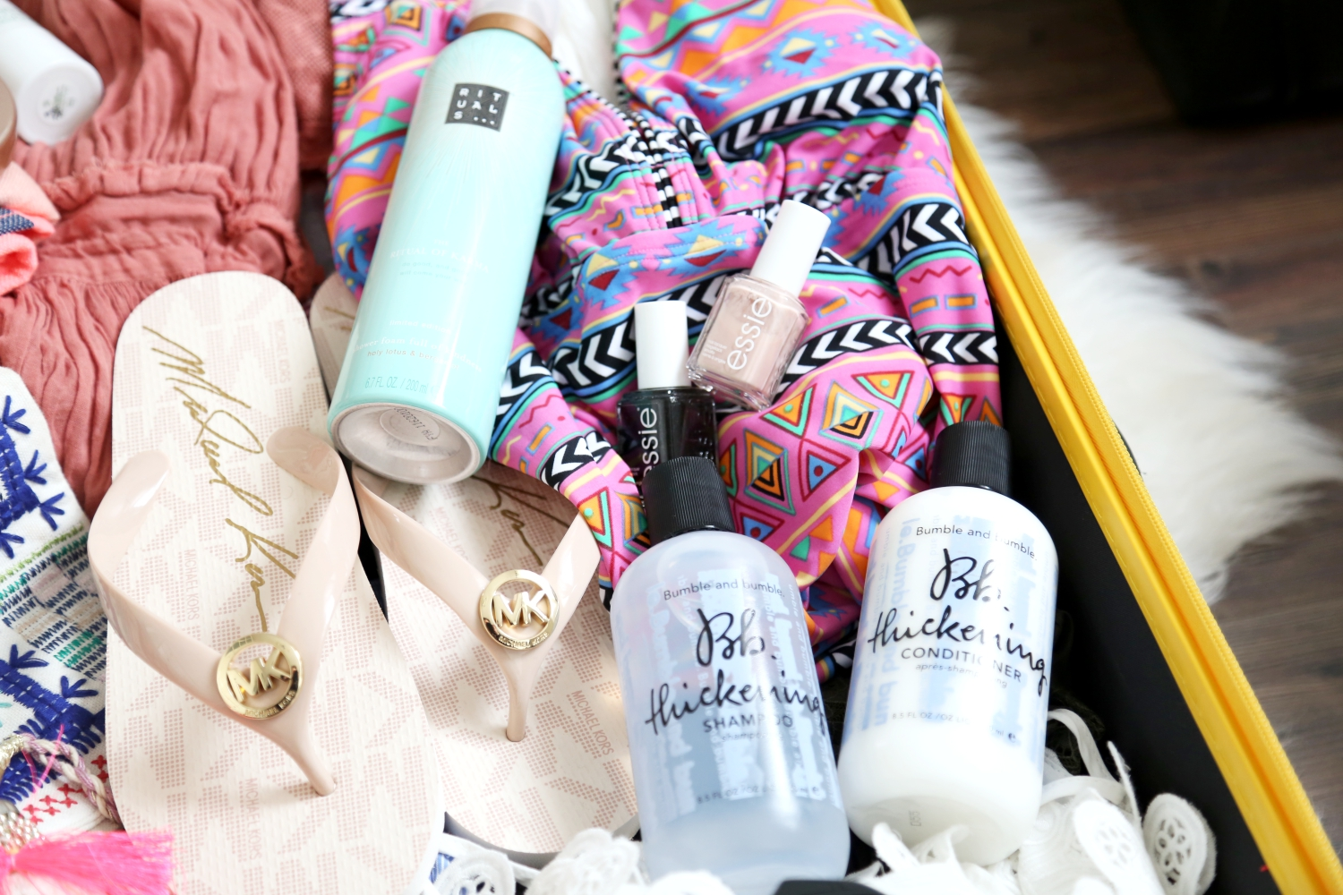 packing-michaelkors-fli-flops-beauty-stuff-vacation