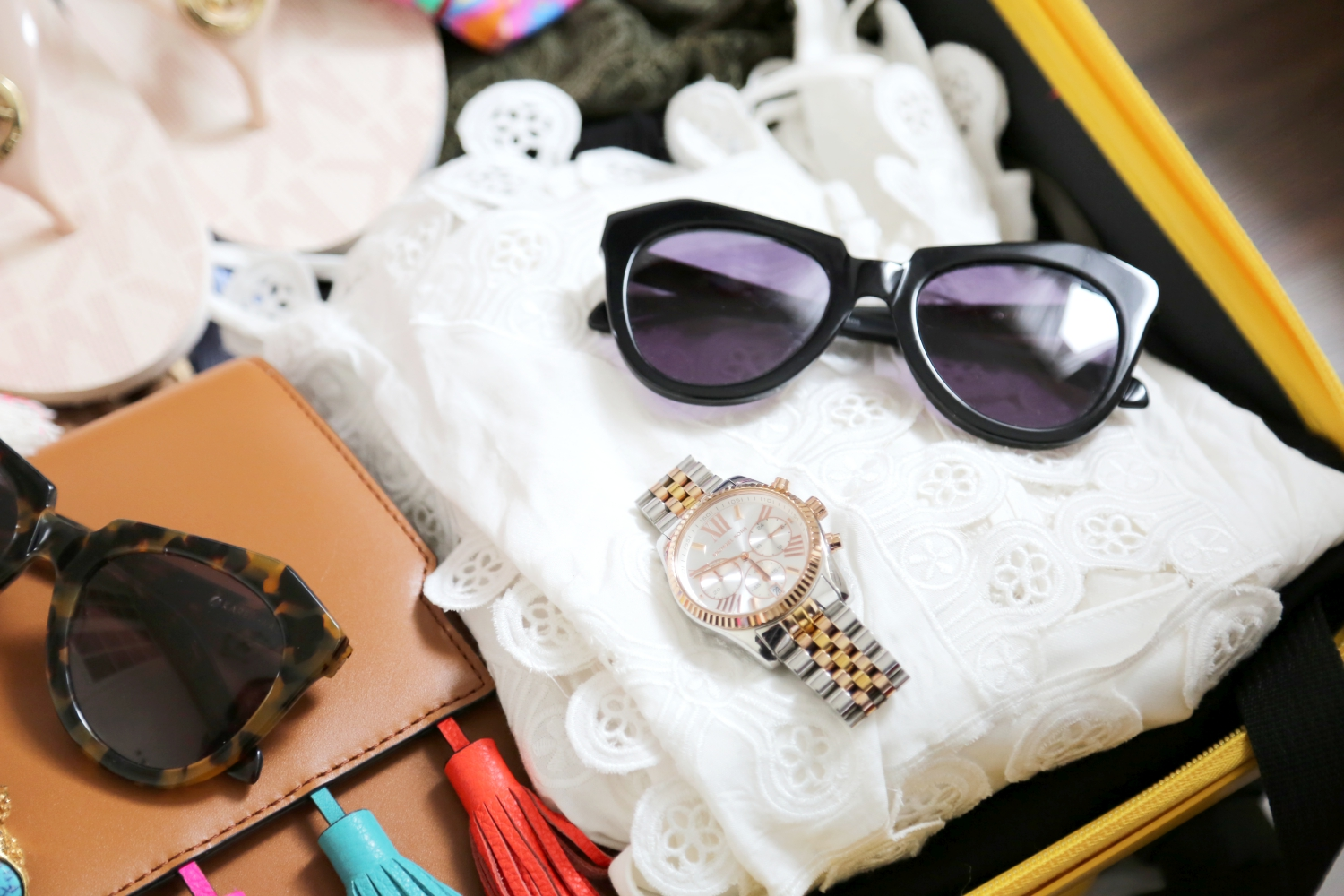 packing-vacation-luggage-sunglasses-dresses