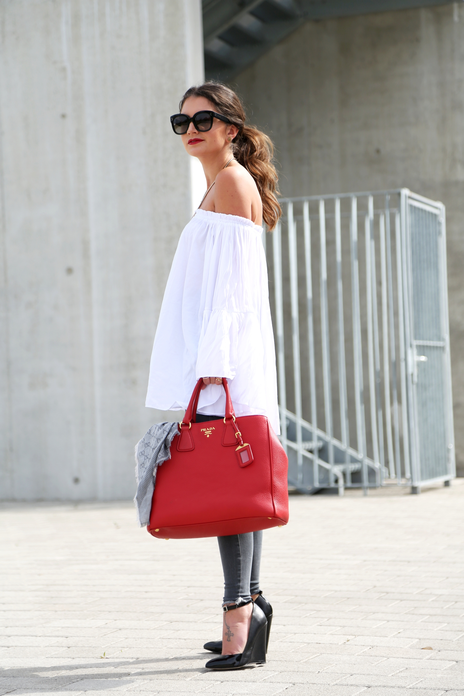 outfit-fashionhippieloves-off-shoulder-top-prada-bag