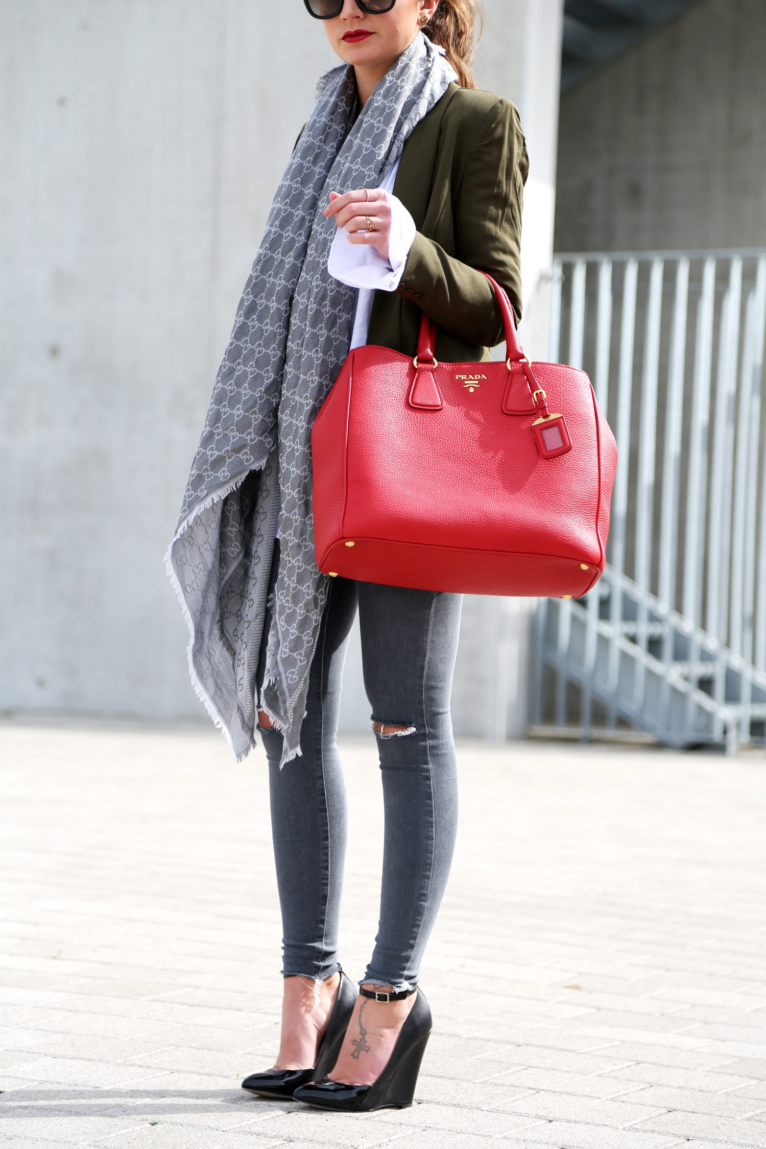 outfit-fashionhippieloves-prada-bag-details-wedges