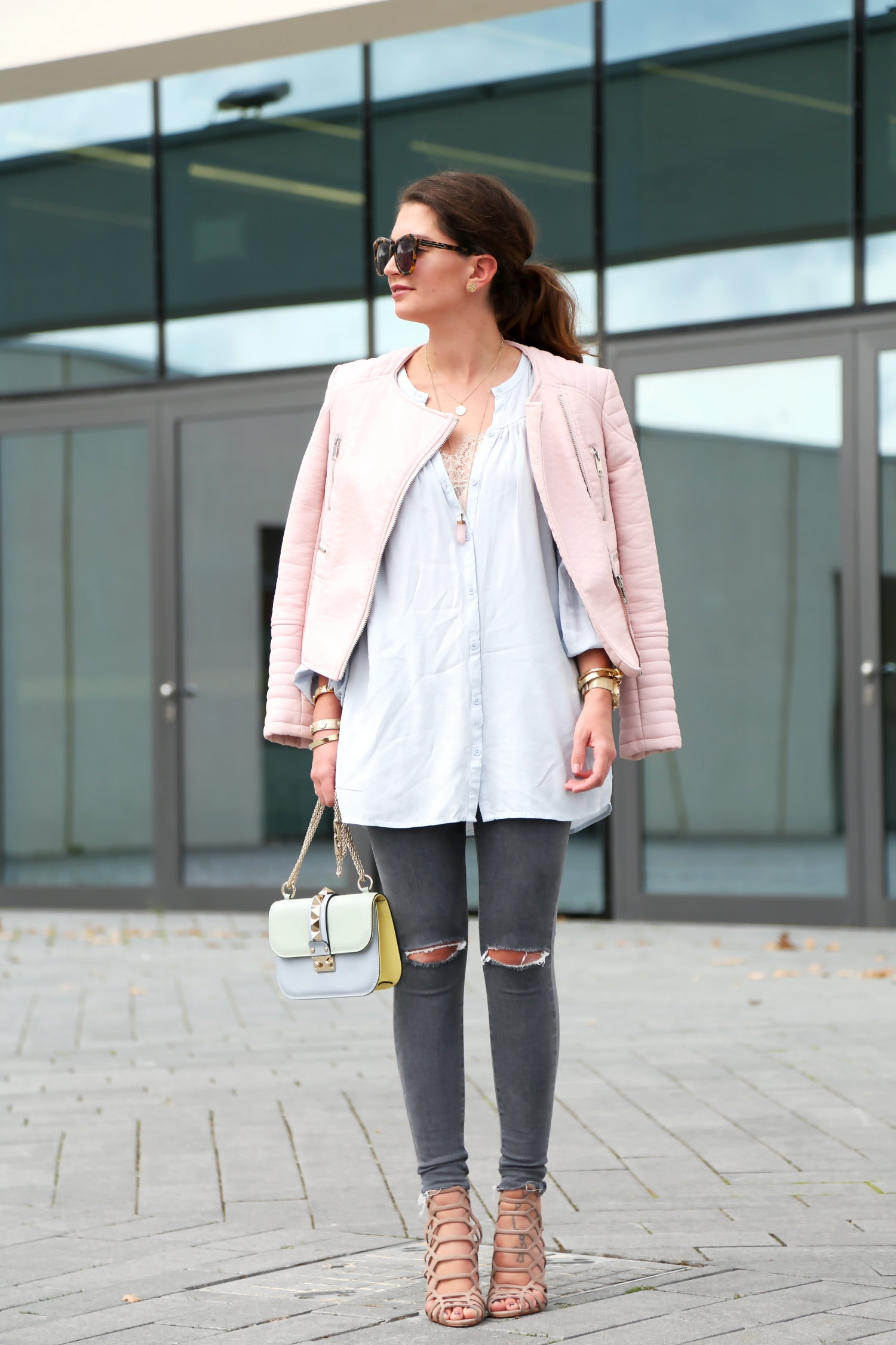 outfit-fashionhippieloves-spring-look-pink-leather-jacket-pastels-schutz-sandals
