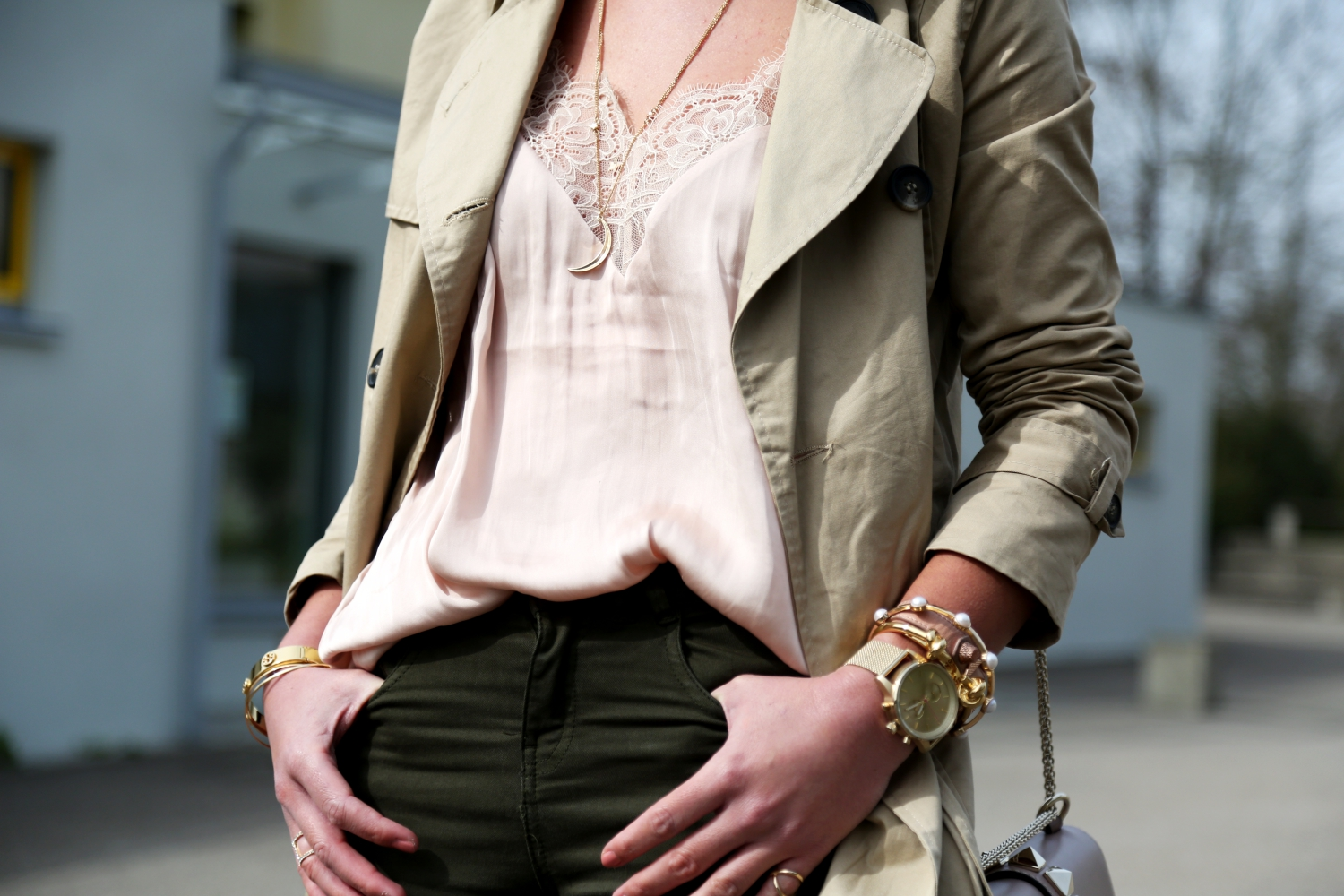 outfit-lace-top-trenchcoat